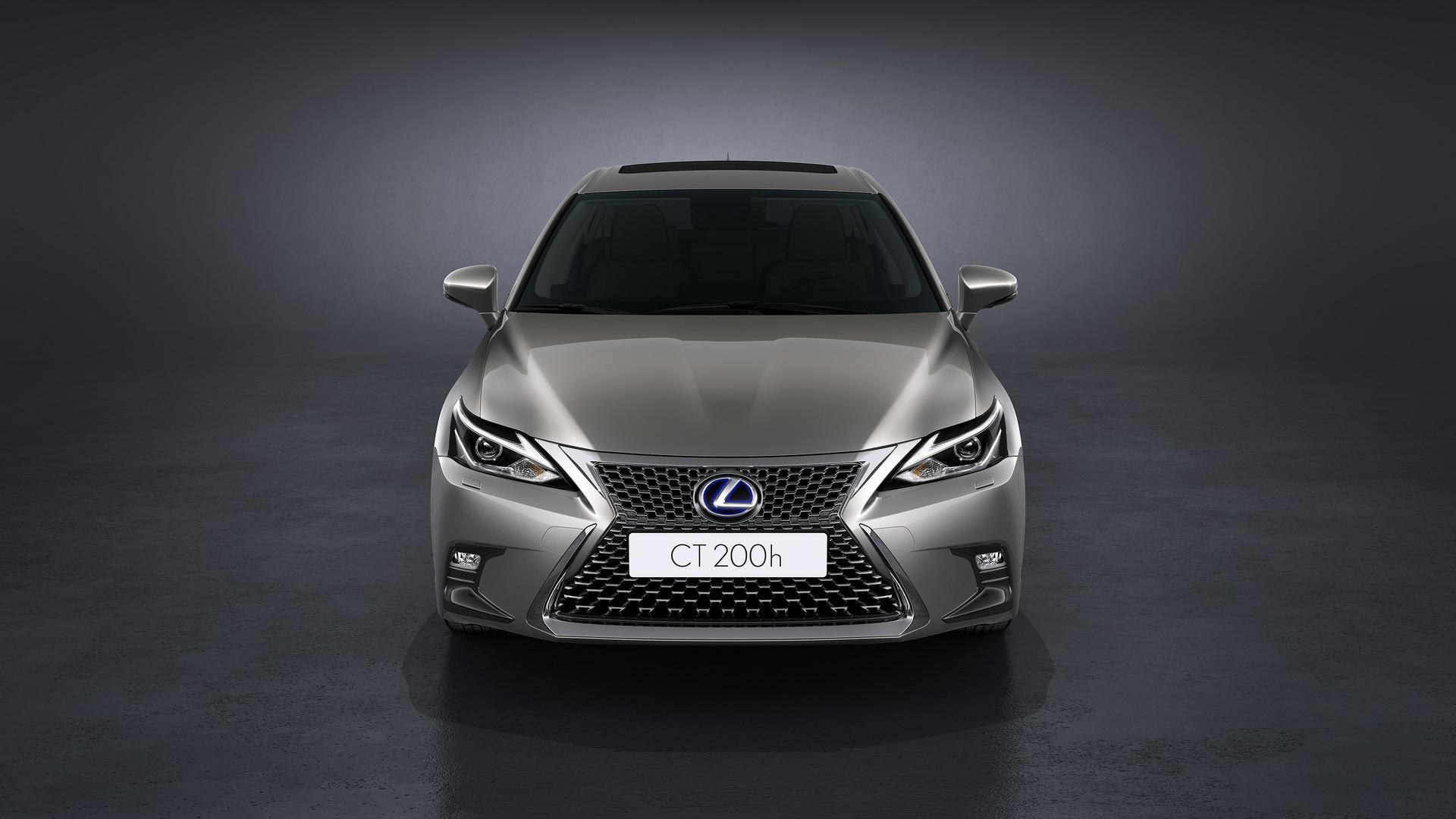 2018_Lexus_CT200h_02