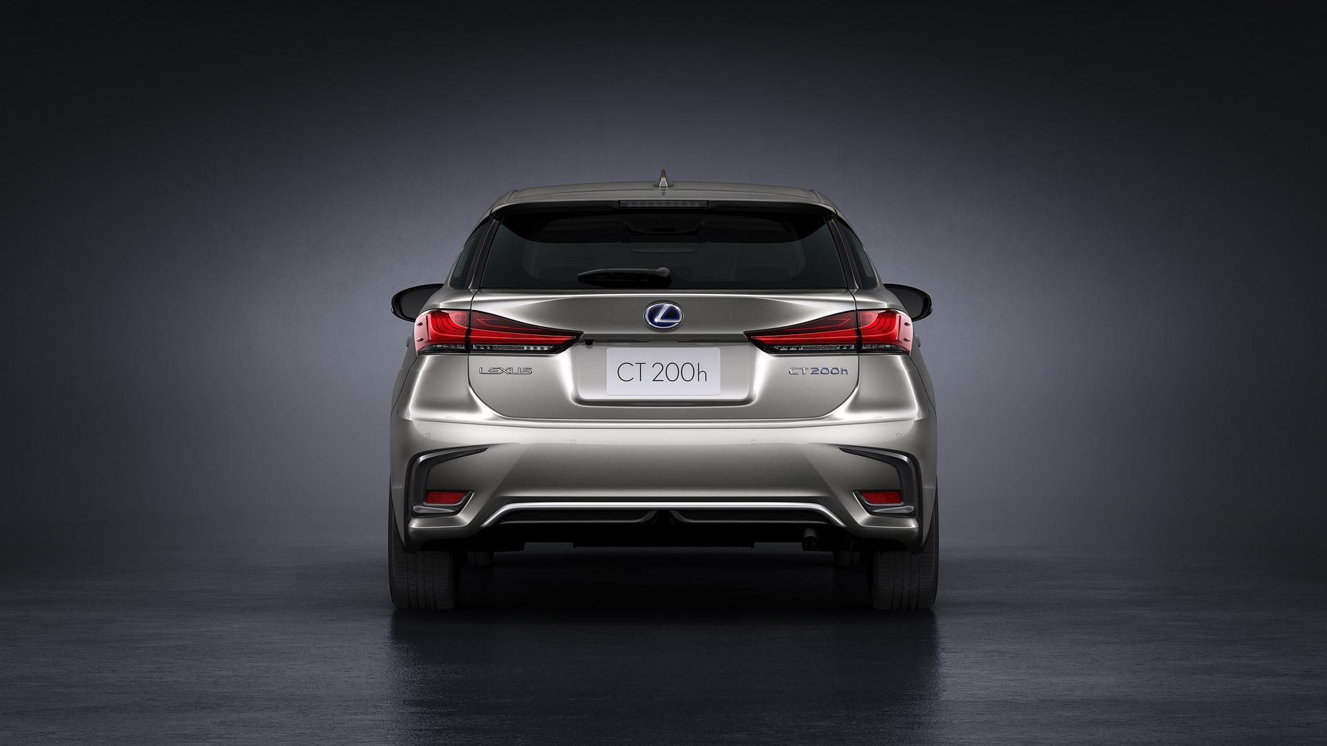 2018_Lexus_CT200h_03