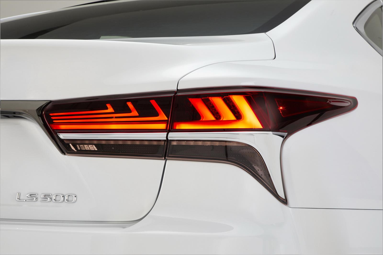 2018_Lexus_LS_500_F_Sport_19