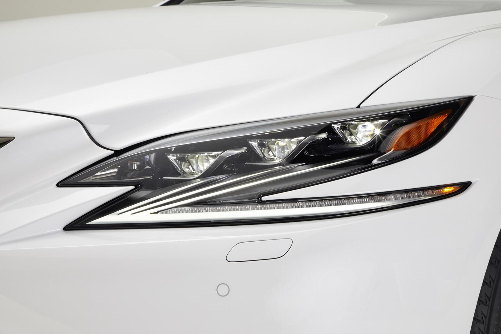 2018_Lexus_LS_500_F_Sport_29