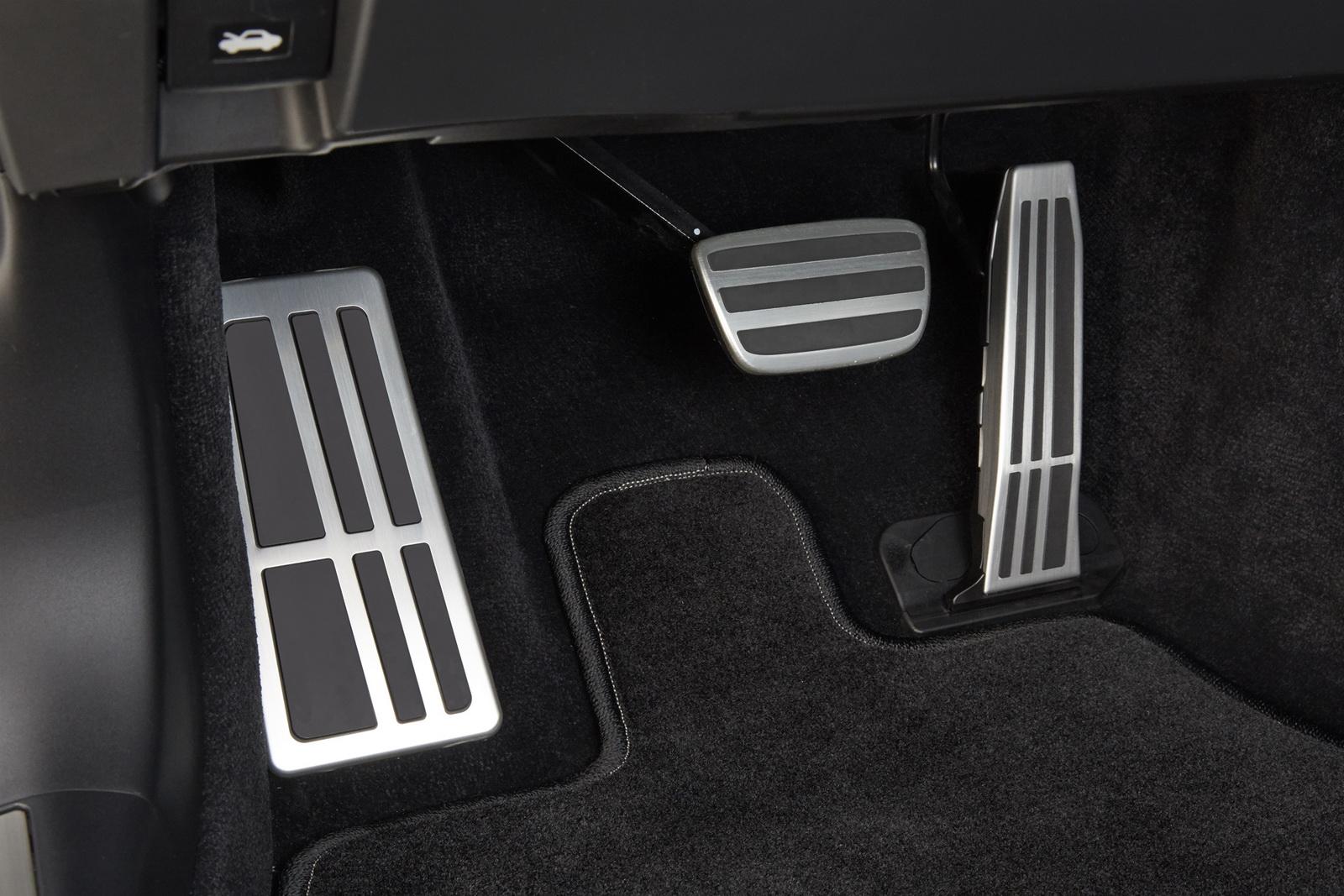 2018_Lexus_LS_500_F_Sport_40