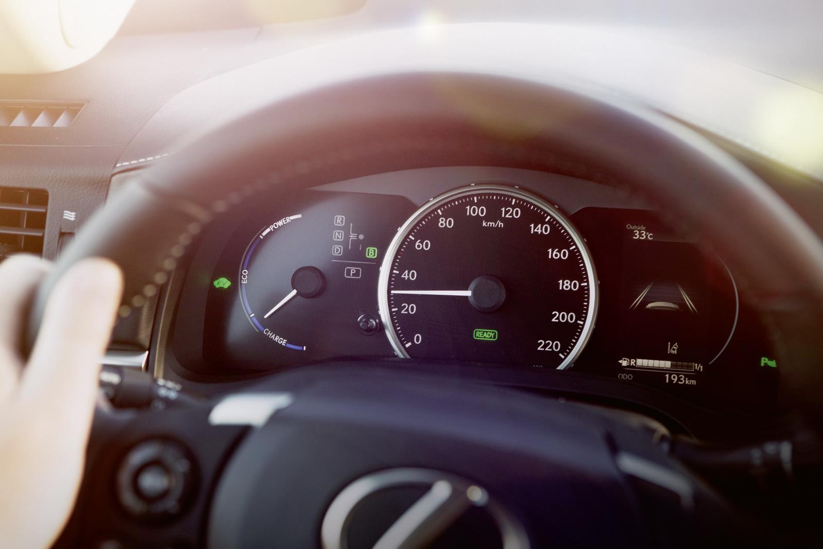 2018_Lexus_NT_CT200h_01
