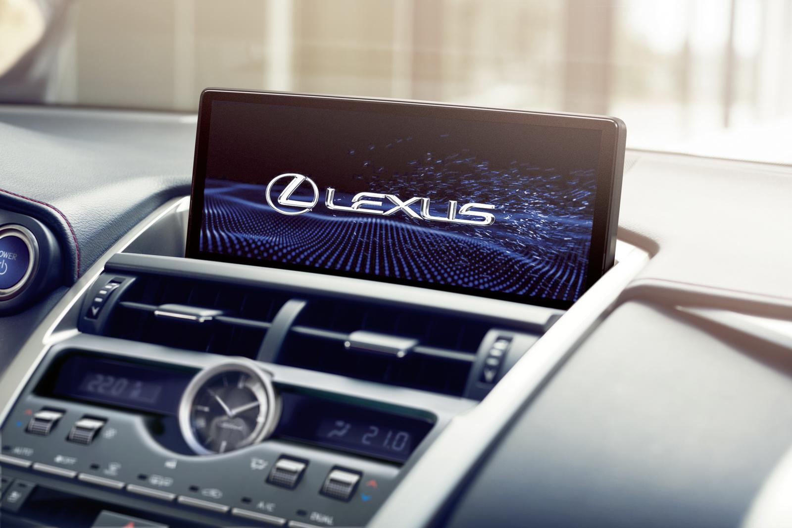 2018_Lexus_NT_CT200h_21