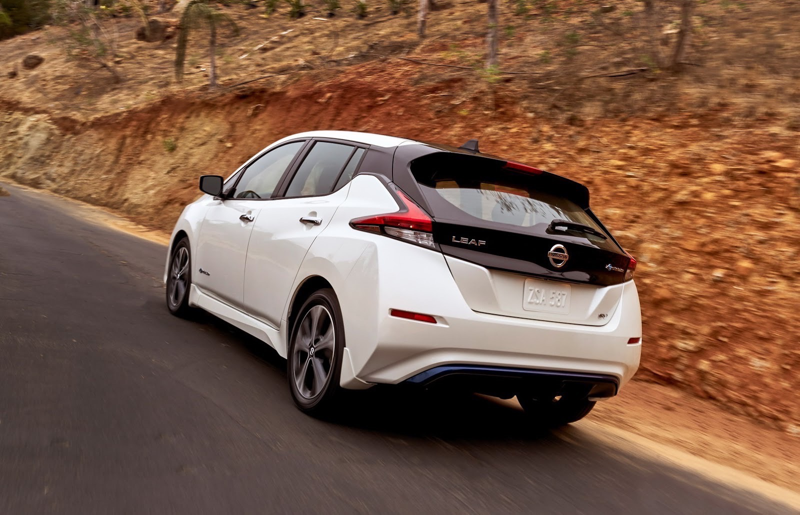 2018_Nissan_Leaf_04