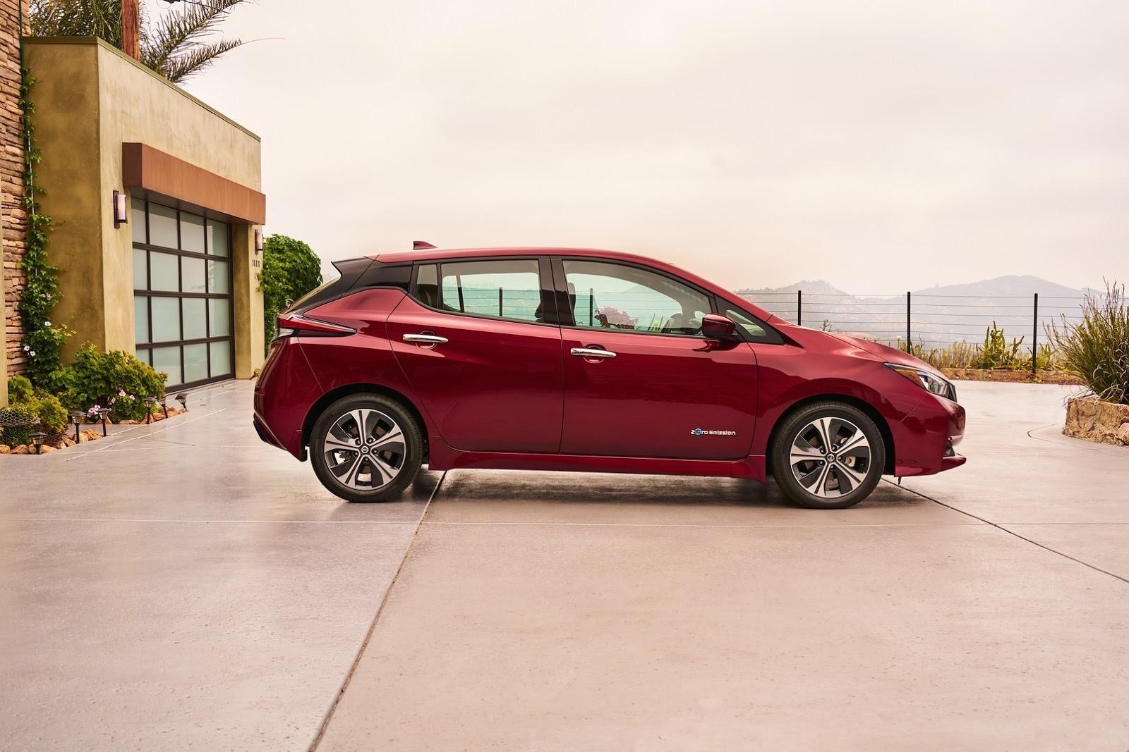 2018_Nissan_Leaf_11