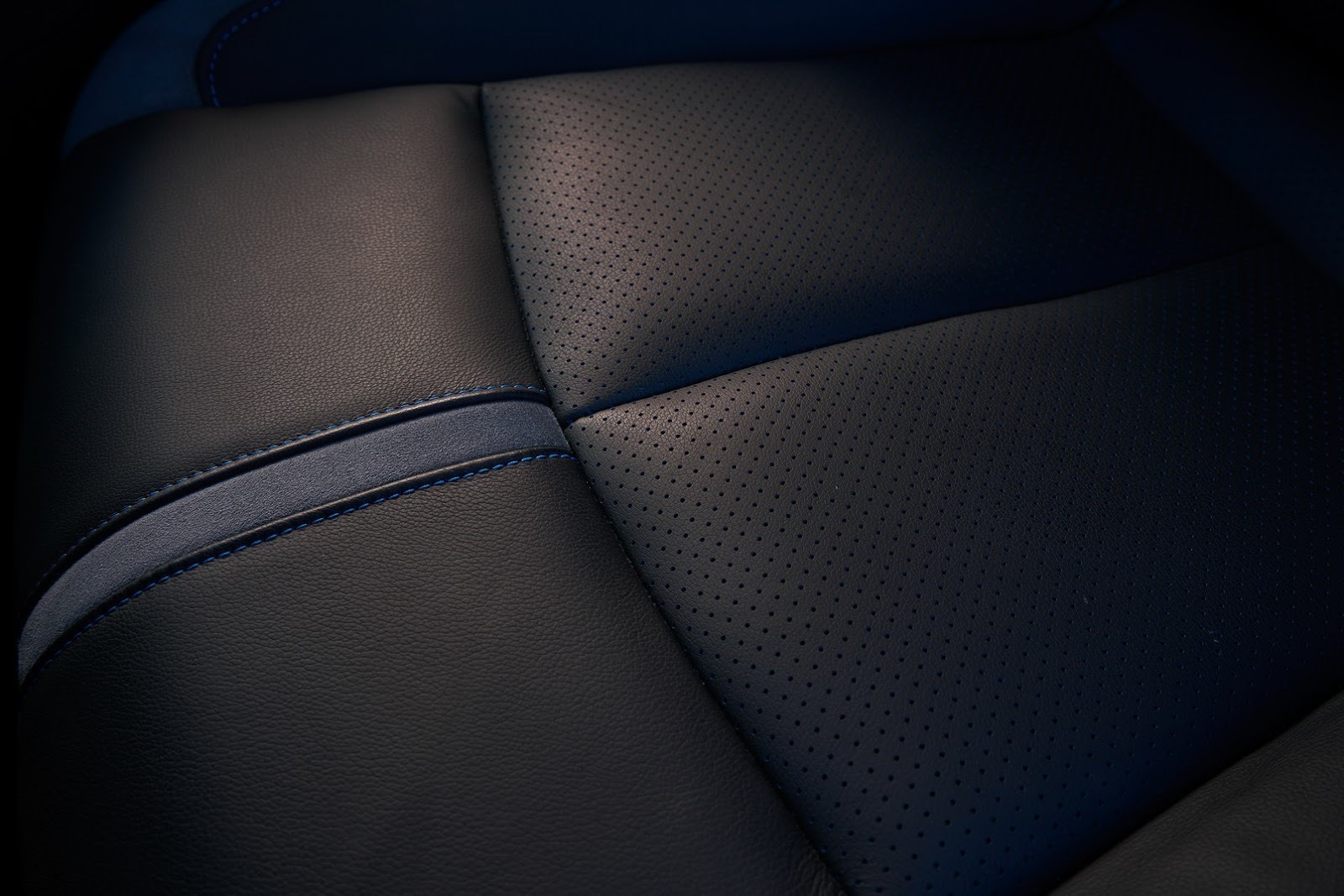 2018_Nissan_Leaf_33