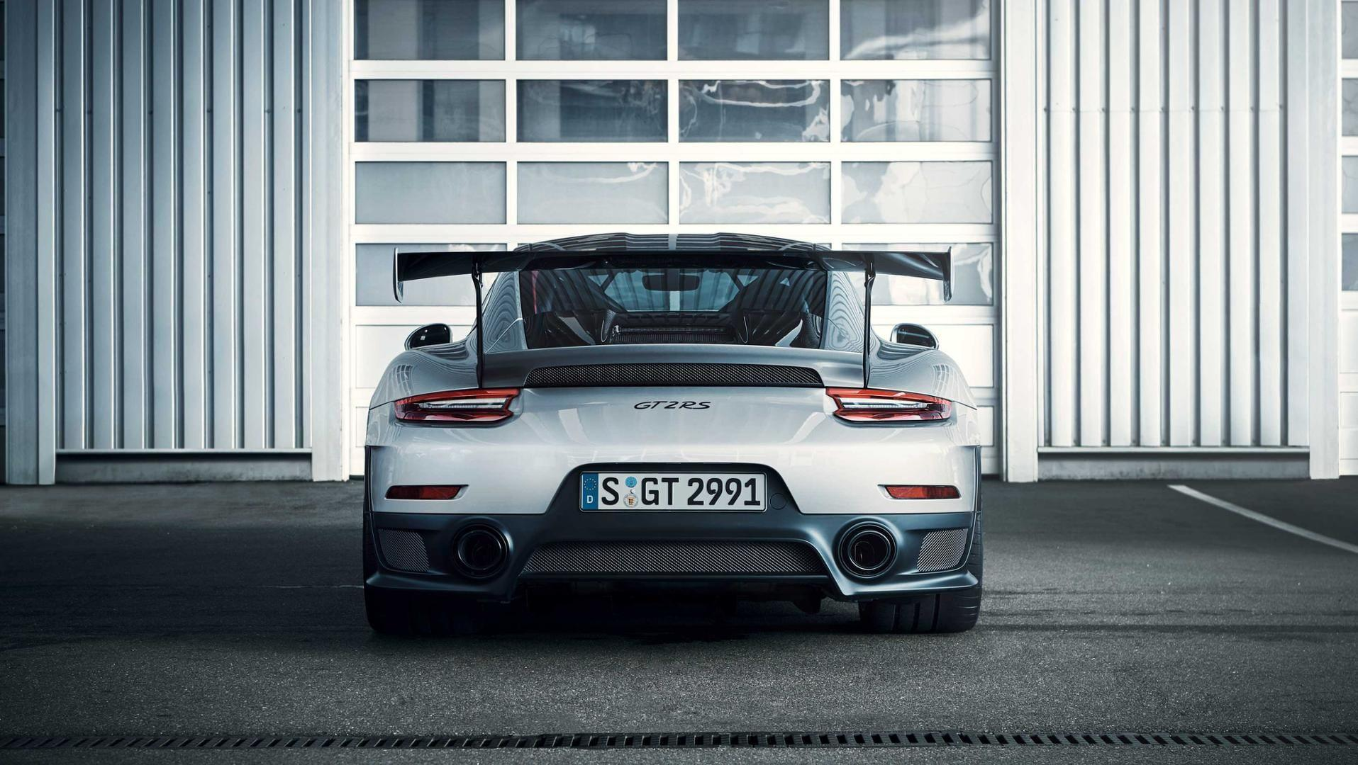 porsche-911-gt2-rs-leaked-official-image (3)