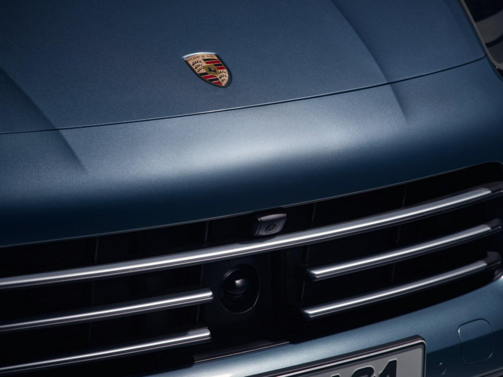 2018_Porsche_Cayenne_12