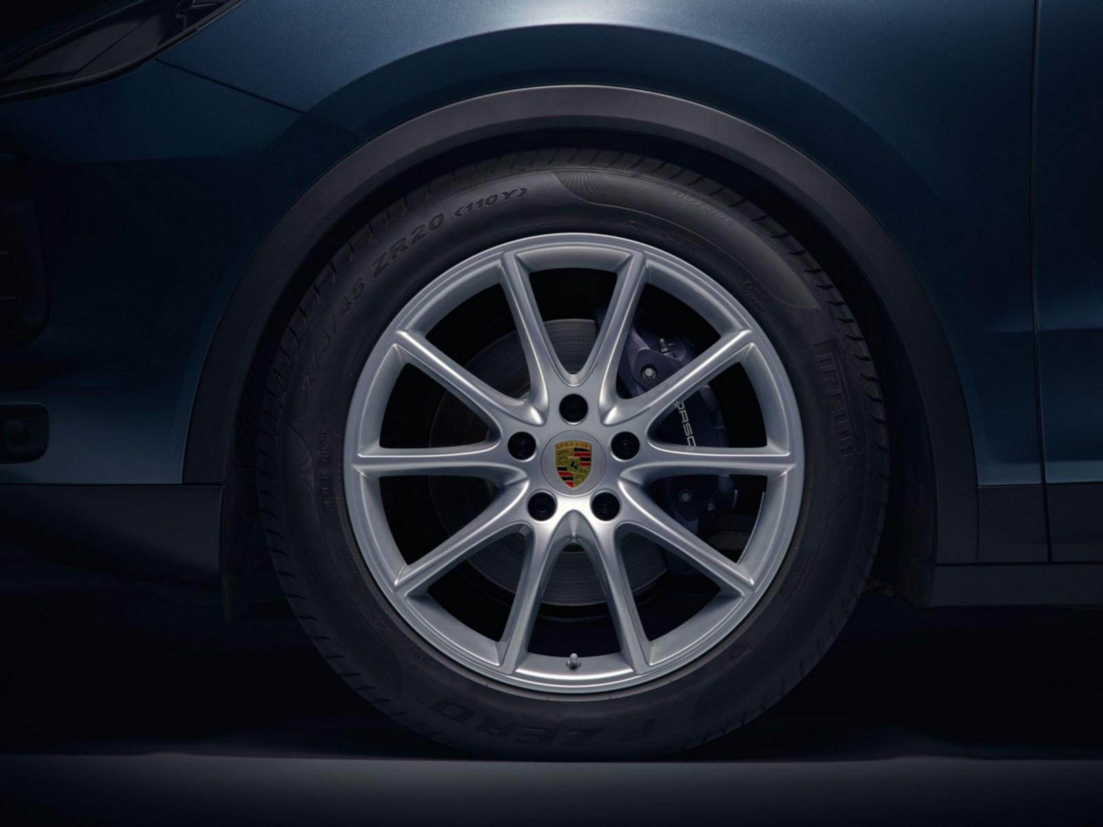 2018_Porsche_Cayenne_16