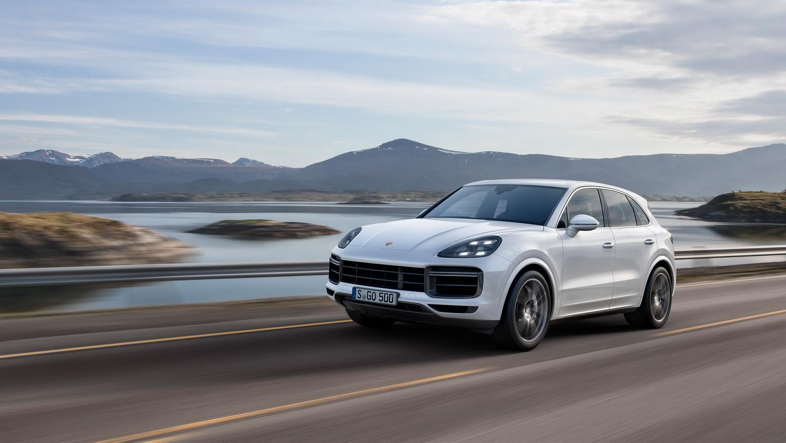 2018_Porsche_Cayenne_Turbo_02