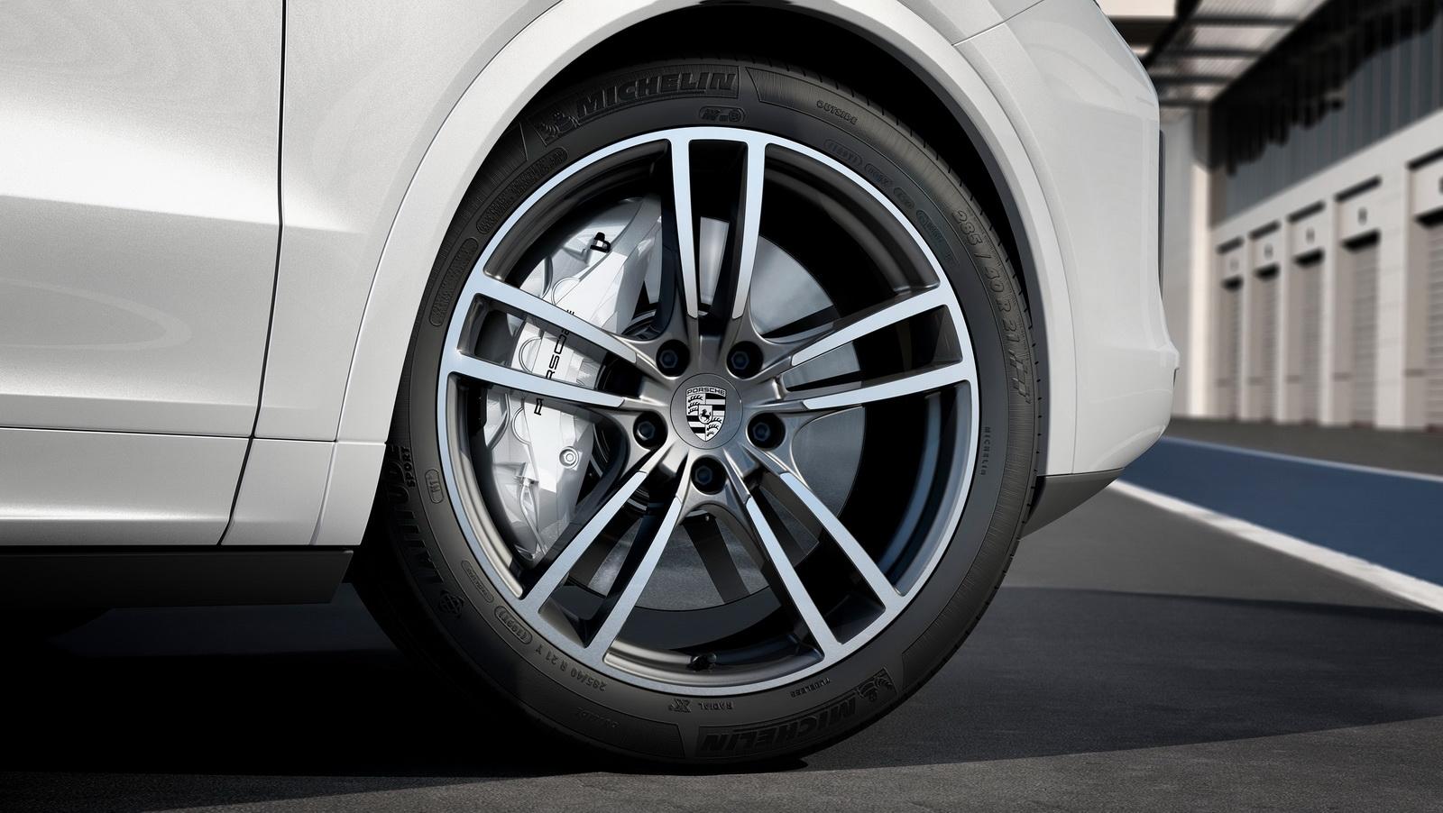 2018_Porsche_Cayenne_Turbo_05