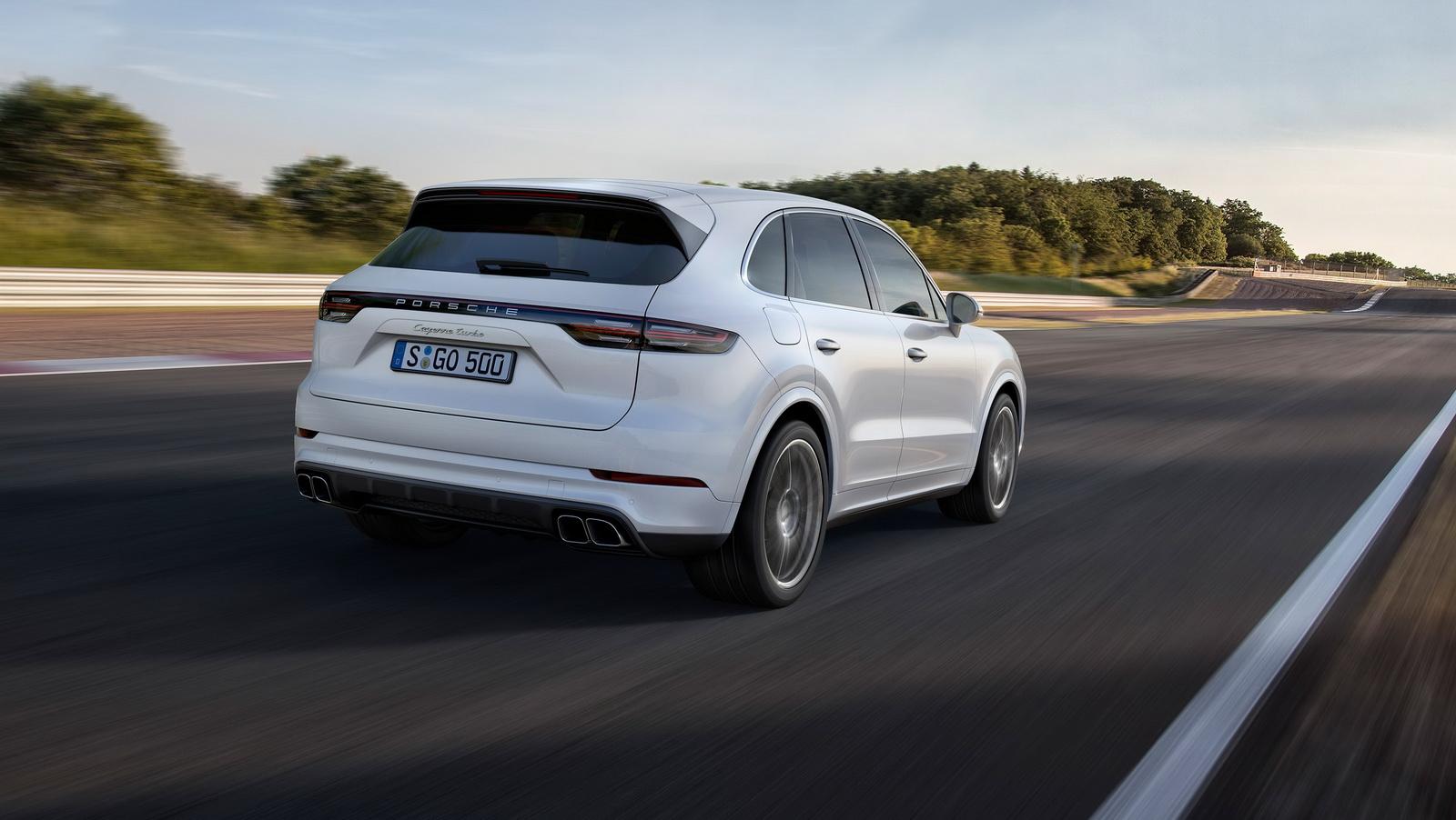 2018_Porsche_Cayenne_Turbo_13