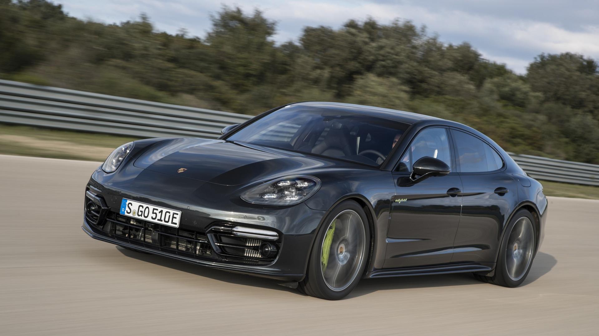 2018_Porsche_Panamera_Turbo_S_E-Hybrid_01