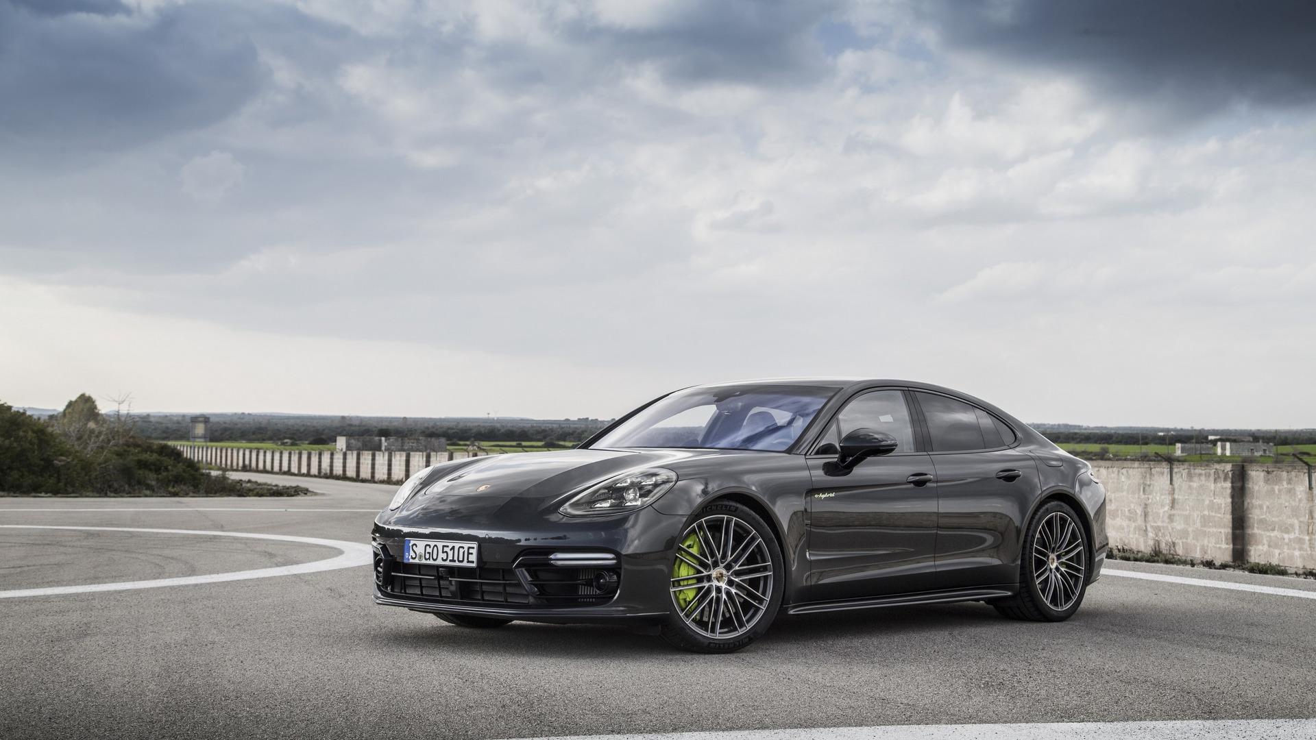 2018_Porsche_Panamera_Turbo_S_E-Hybrid_02