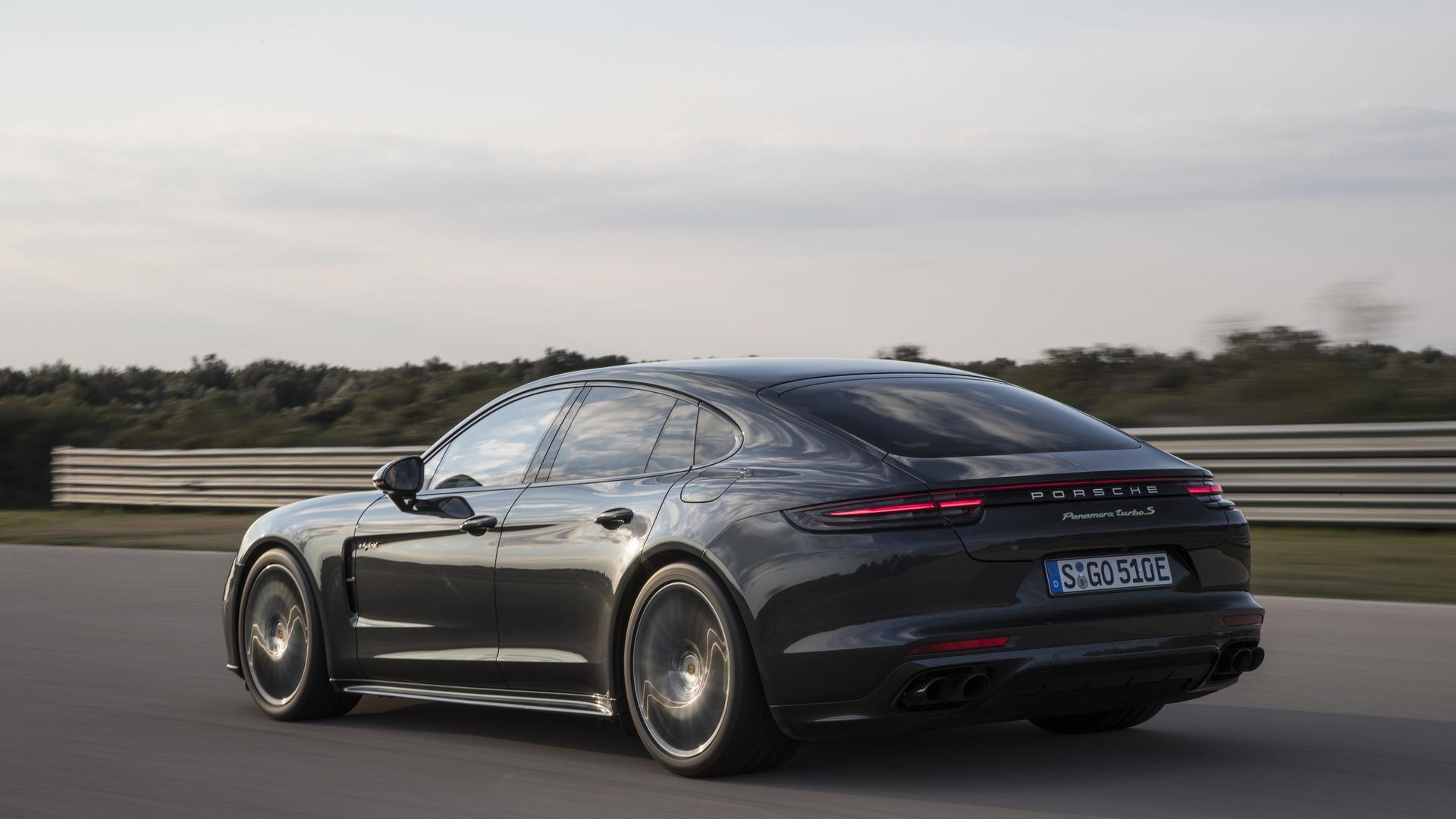 2018_Porsche_Panamera_Turbo_S_E-Hybrid_04