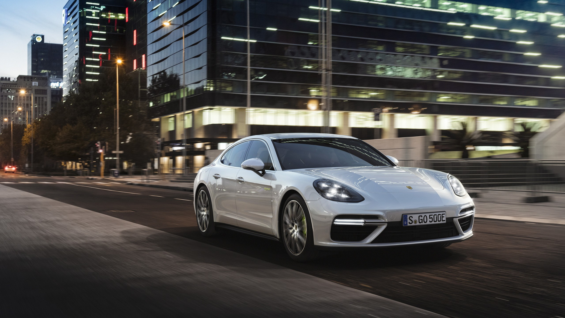 2018_Porsche_Panamera_Turbo_S_E-Hybrid_06