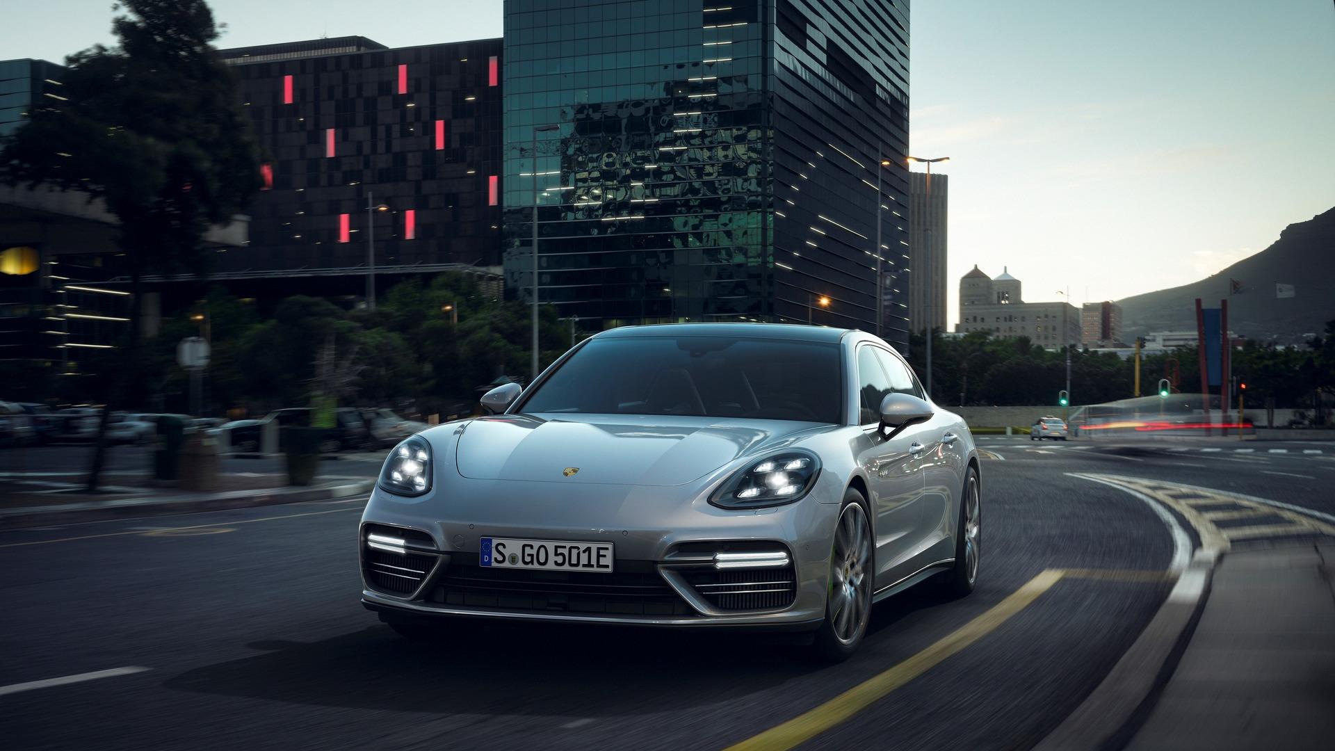 2018_Porsche_Panamera_Turbo_S_E-Hybrid_07