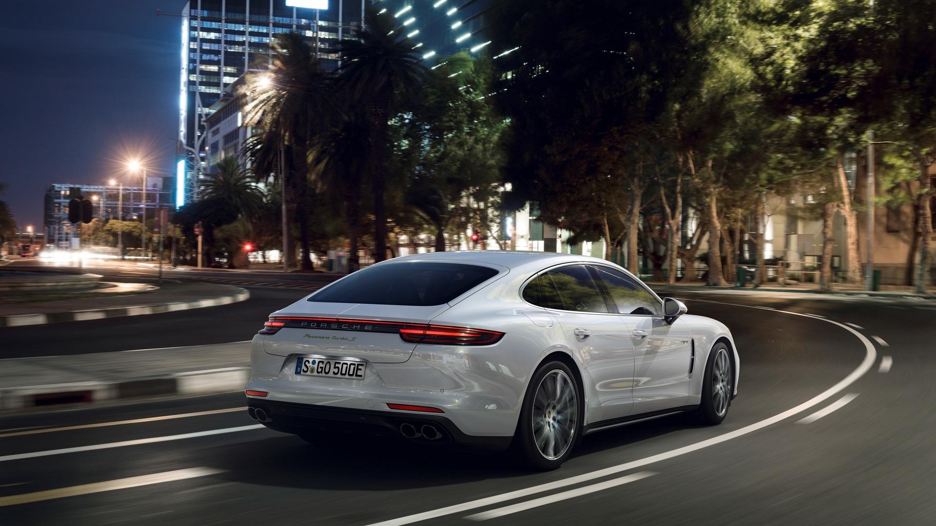 2018_Porsche_Panamera_Turbo_S_E-Hybrid_08