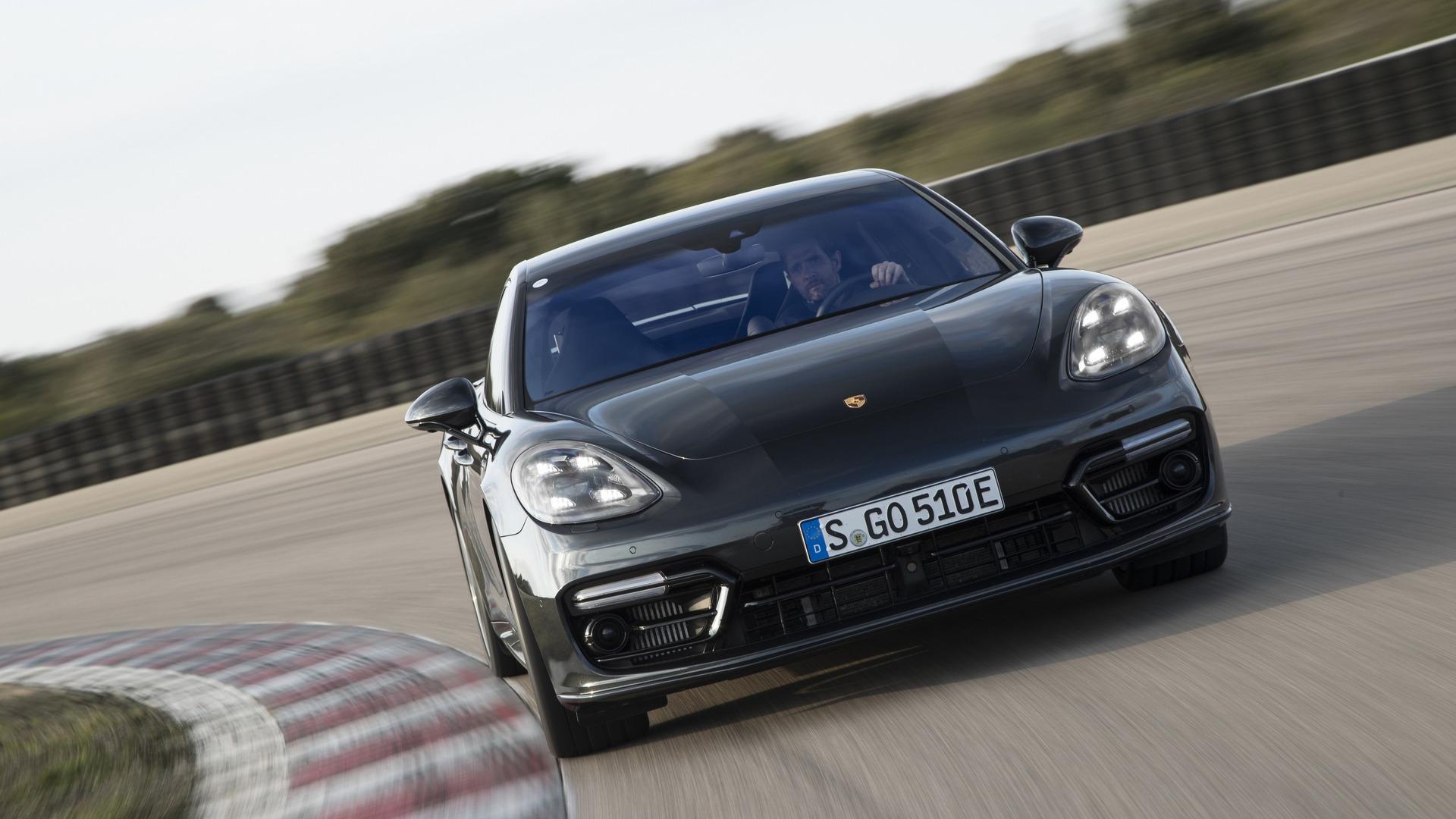 2018_Porsche_Panamera_Turbo_S_E-Hybrid_11