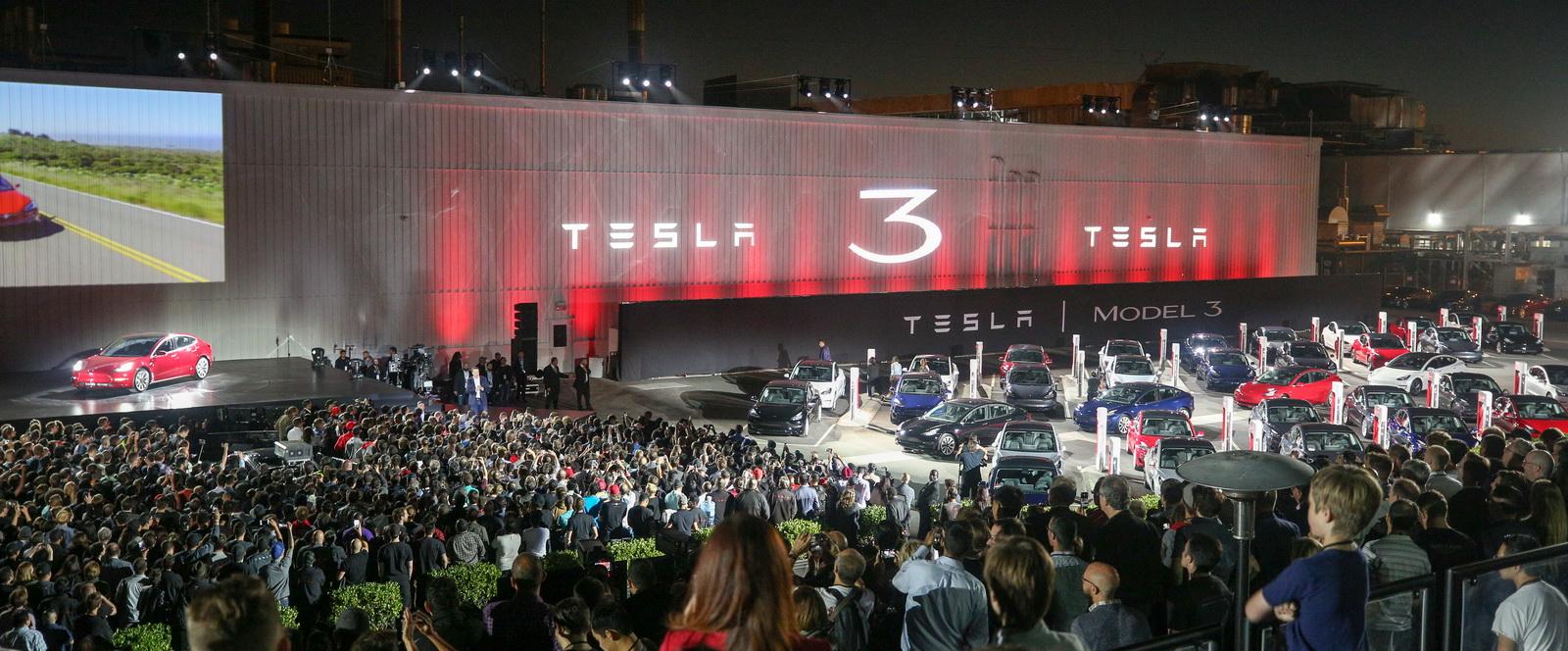 2018_Tesla_Model_3_03