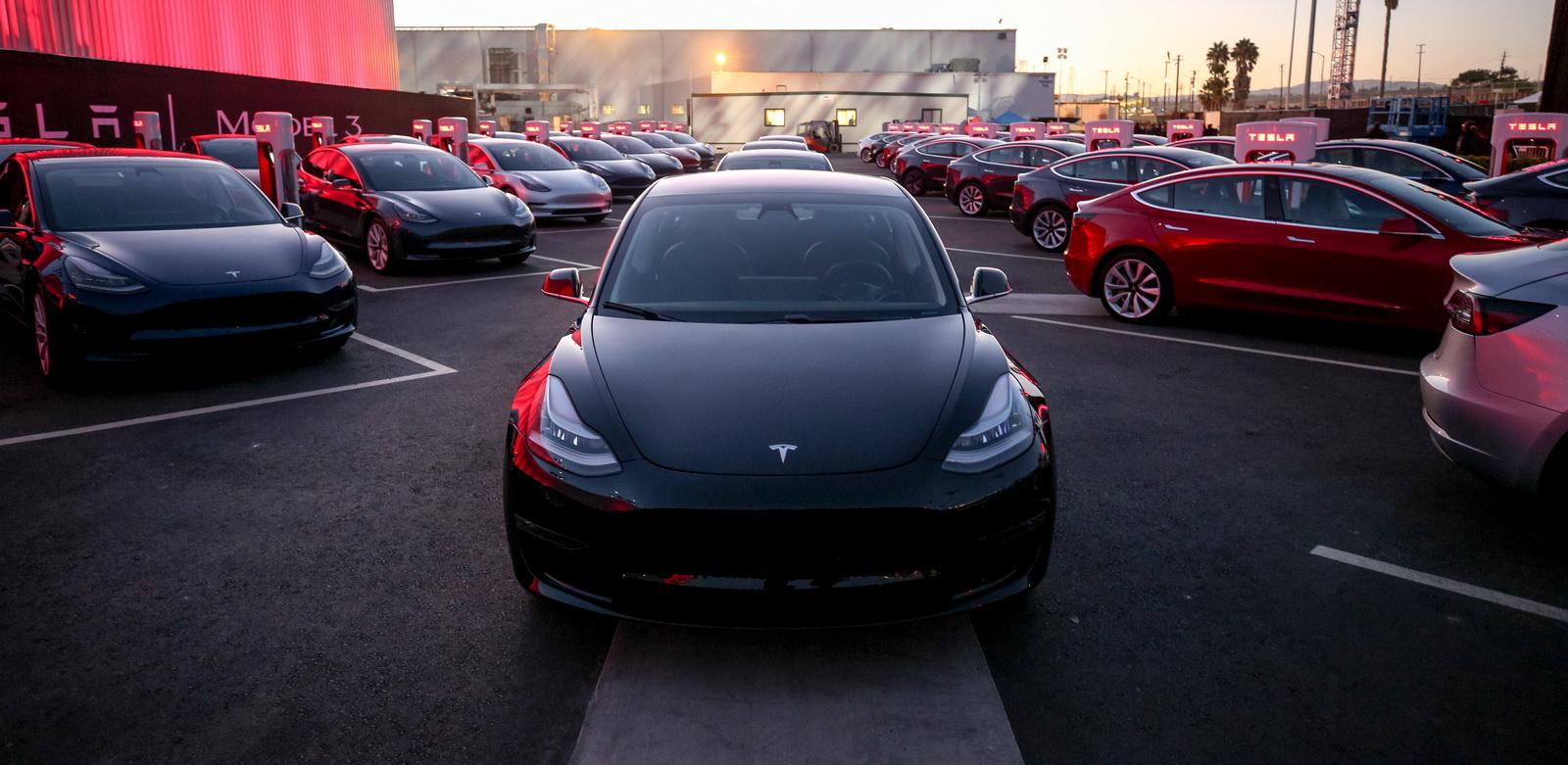 2018_Tesla_Model_3_04