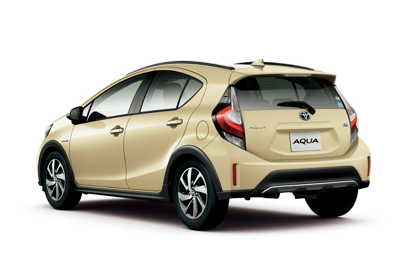 2018_Toyota_Aqua_facelift_04