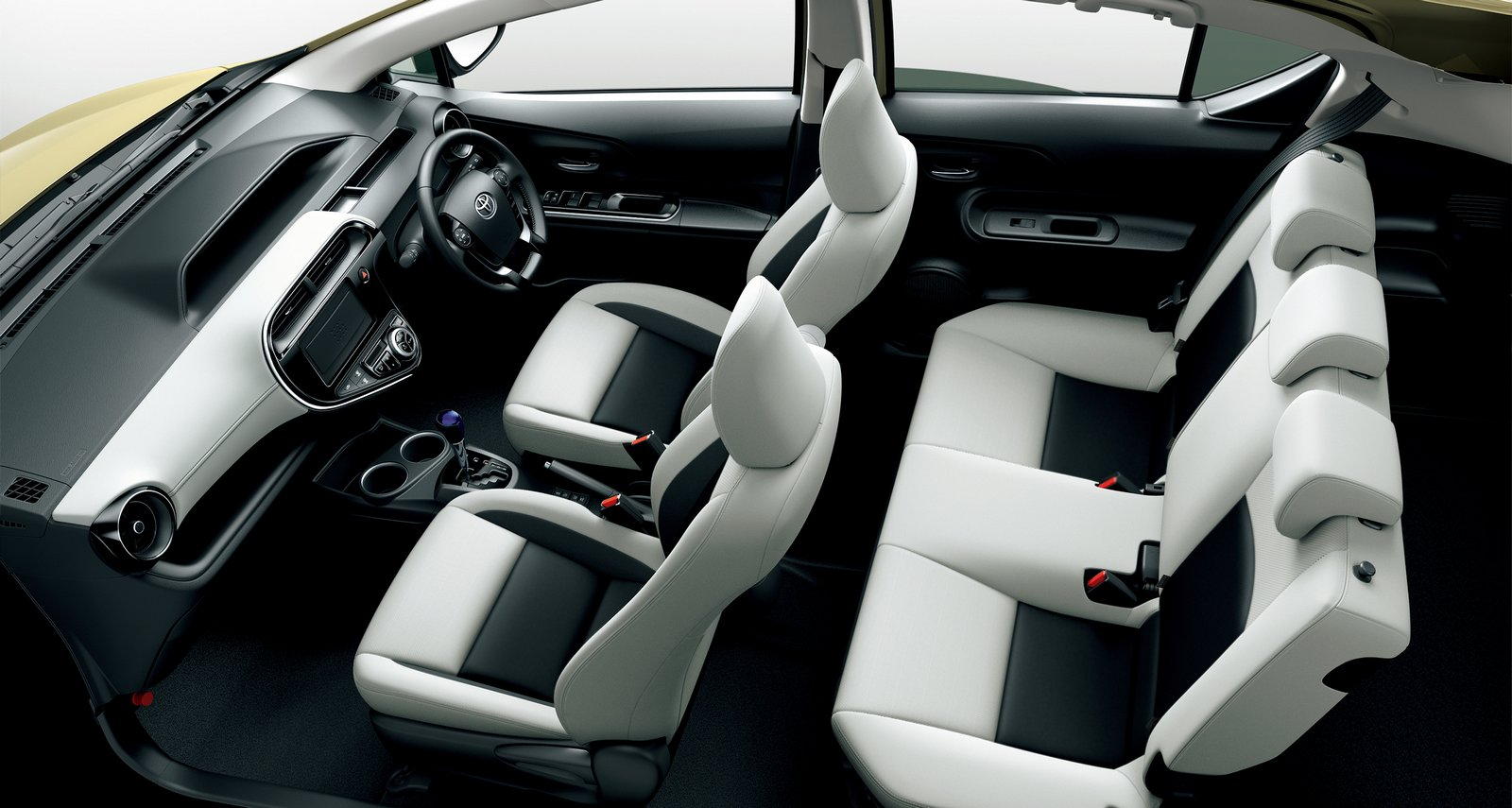 2018_Toyota_Aqua_facelift_06