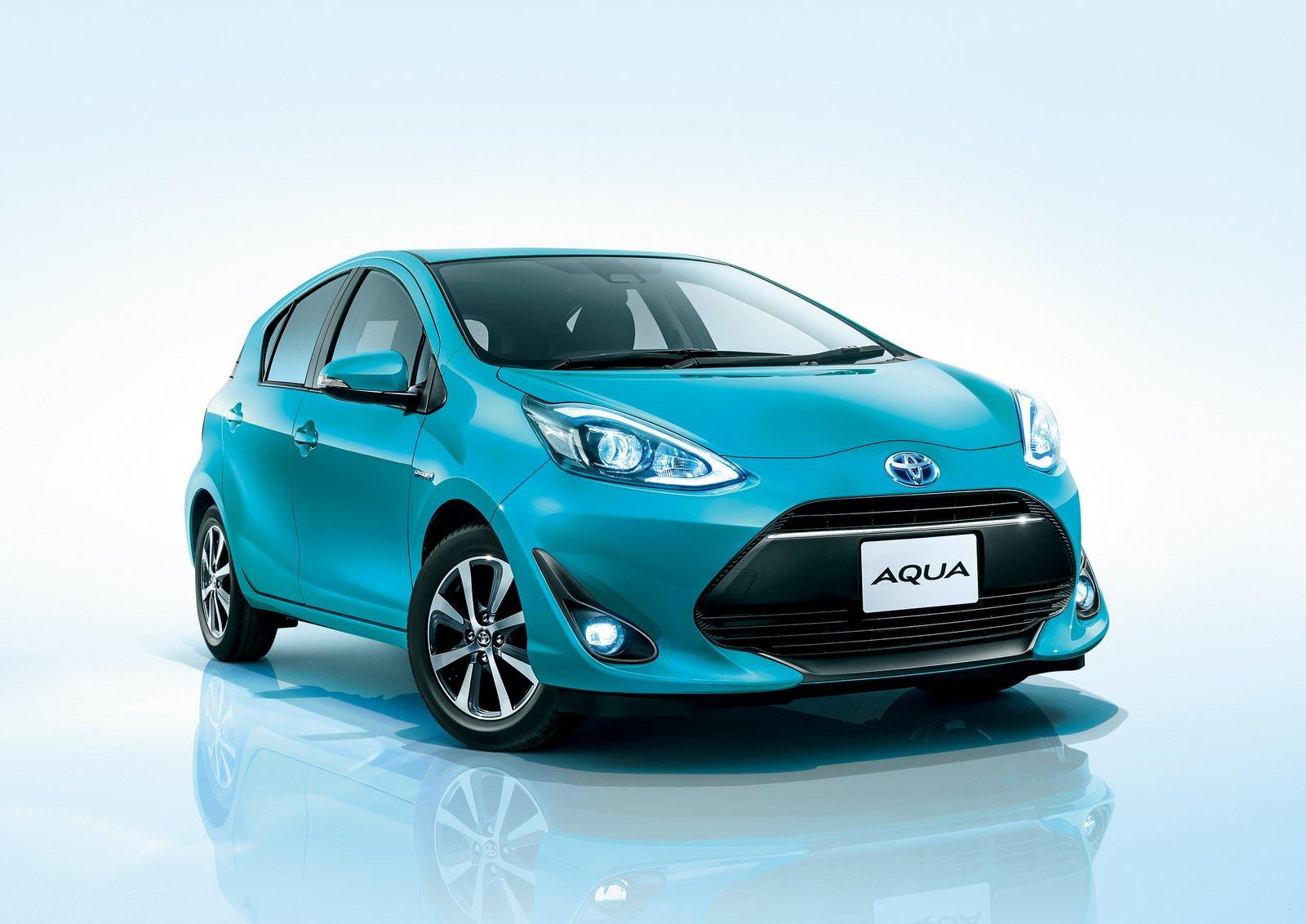 2018_Toyota_Aqua_facelift_12