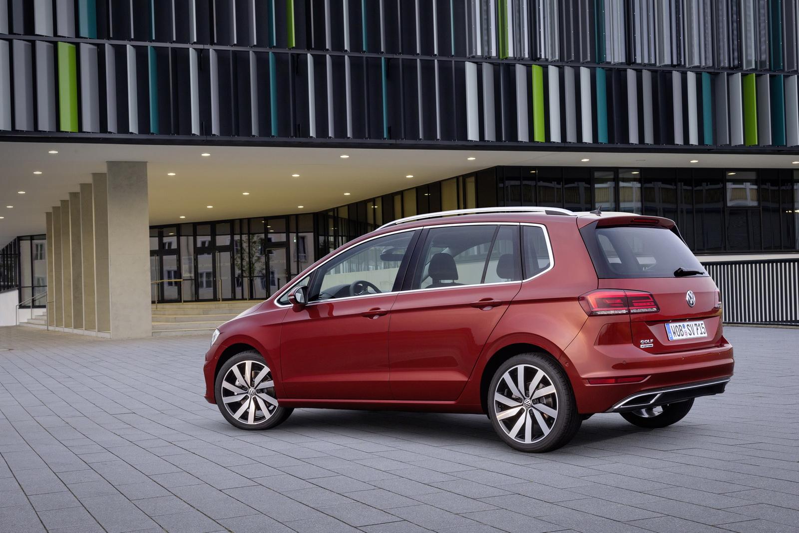 2018_Volkswagen_Golf_Sportsvan_facelift_03
