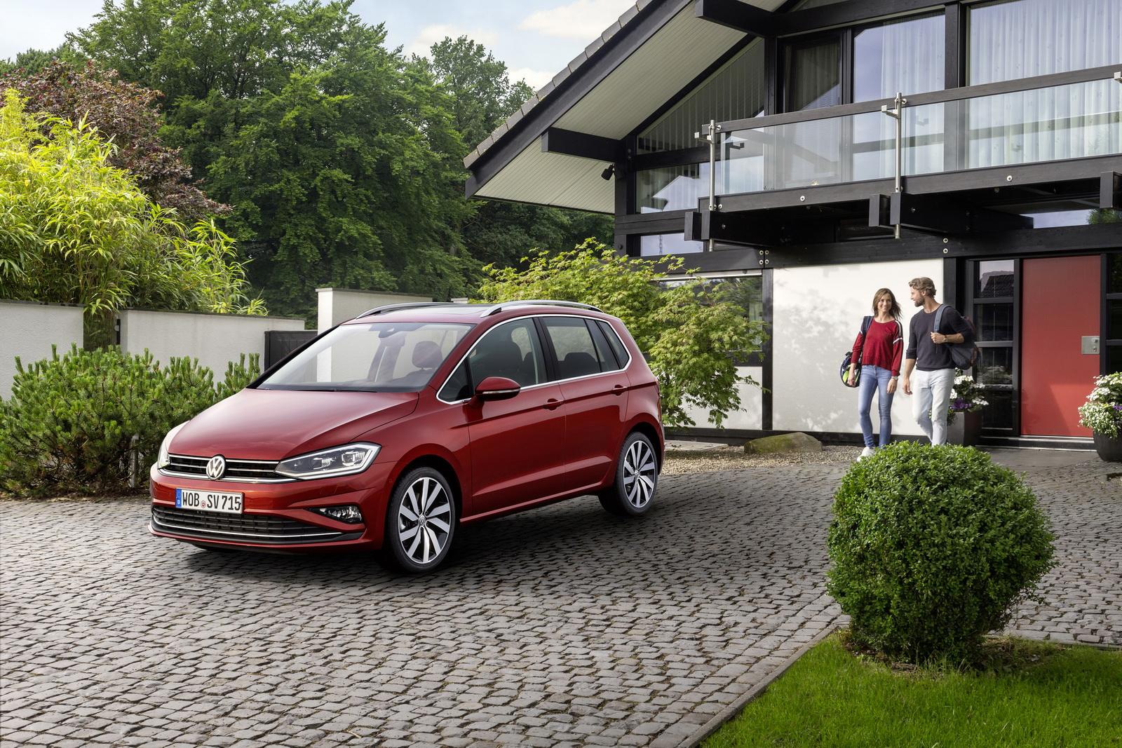 2018_Volkswagen_Golf_Sportsvan_facelift_04