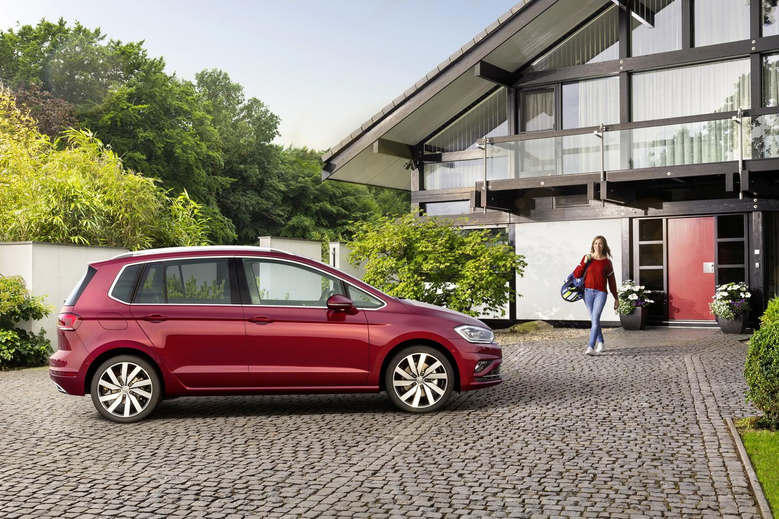 2018_Volkswagen_Golf_Sportsvan_facelift_05