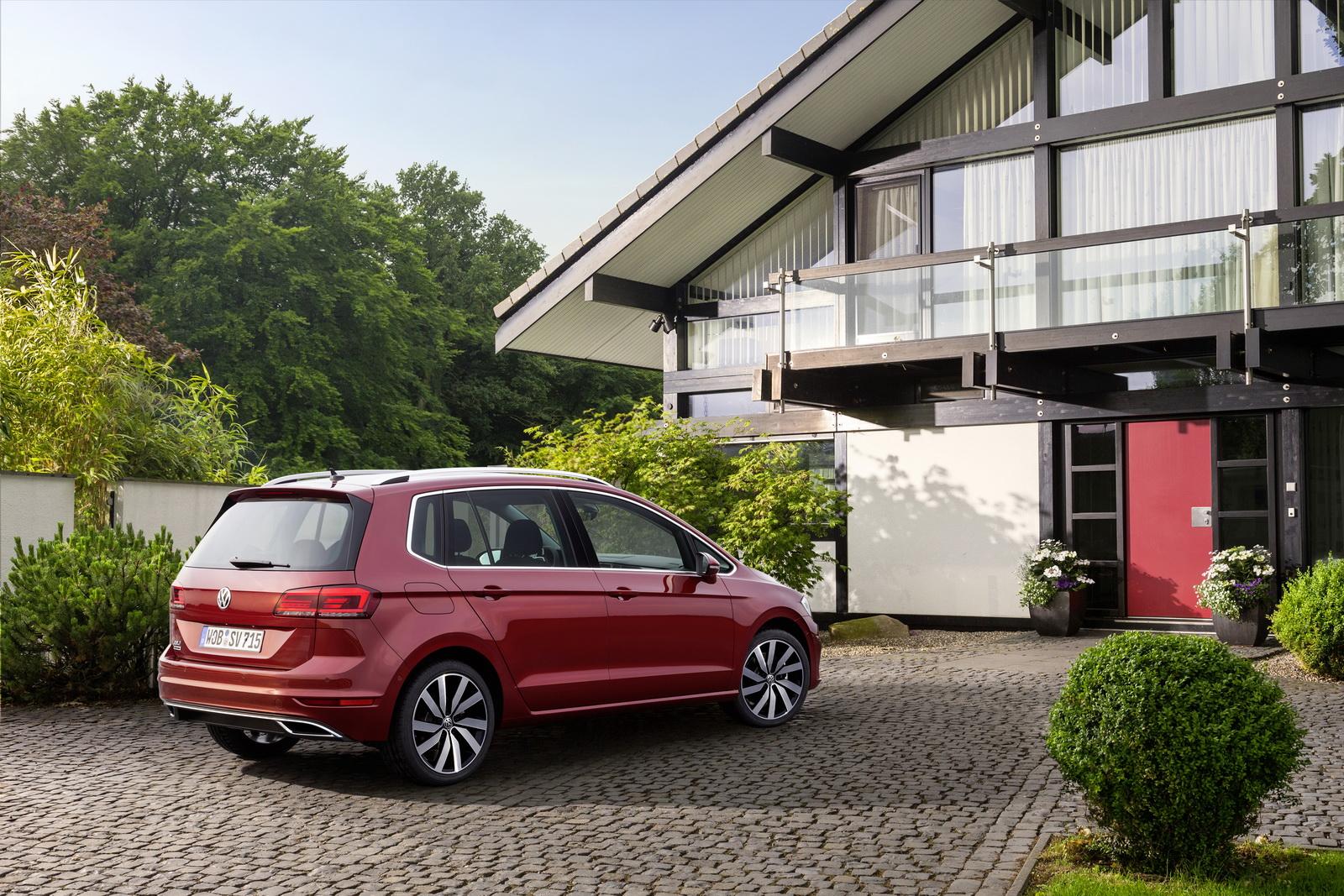 2018_Volkswagen_Golf_Sportsvan_facelift_06