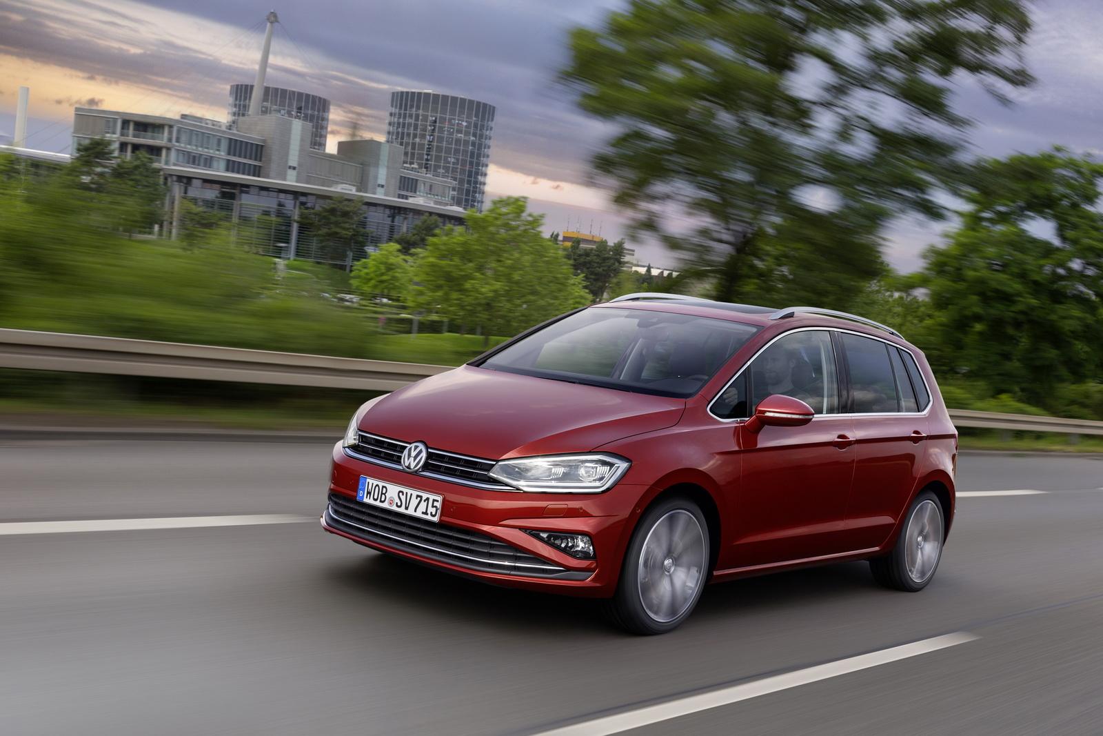 2018_Volkswagen_Golf_Sportsvan_facelift_07