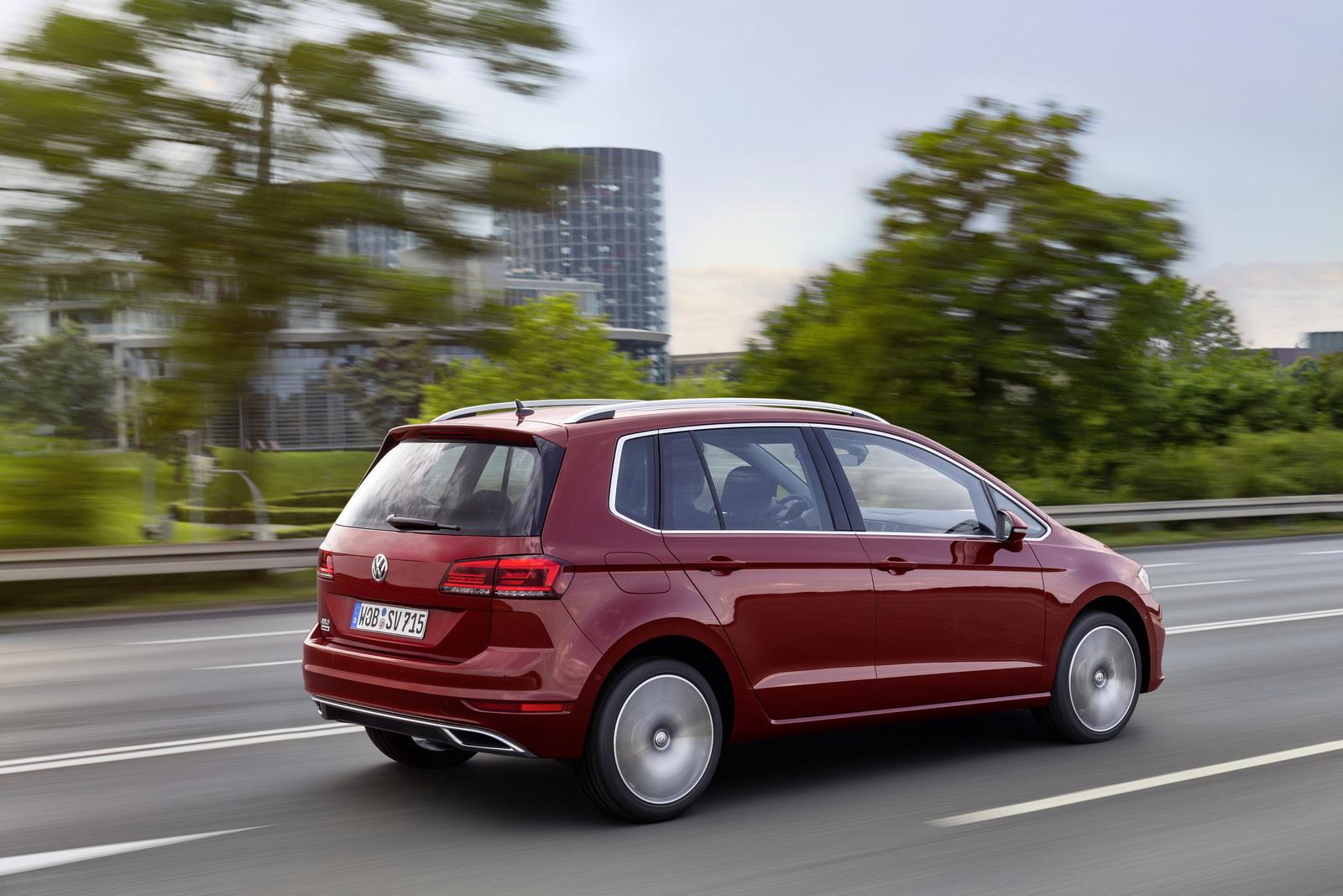 2018_Volkswagen_Golf_Sportsvan_facelift_08