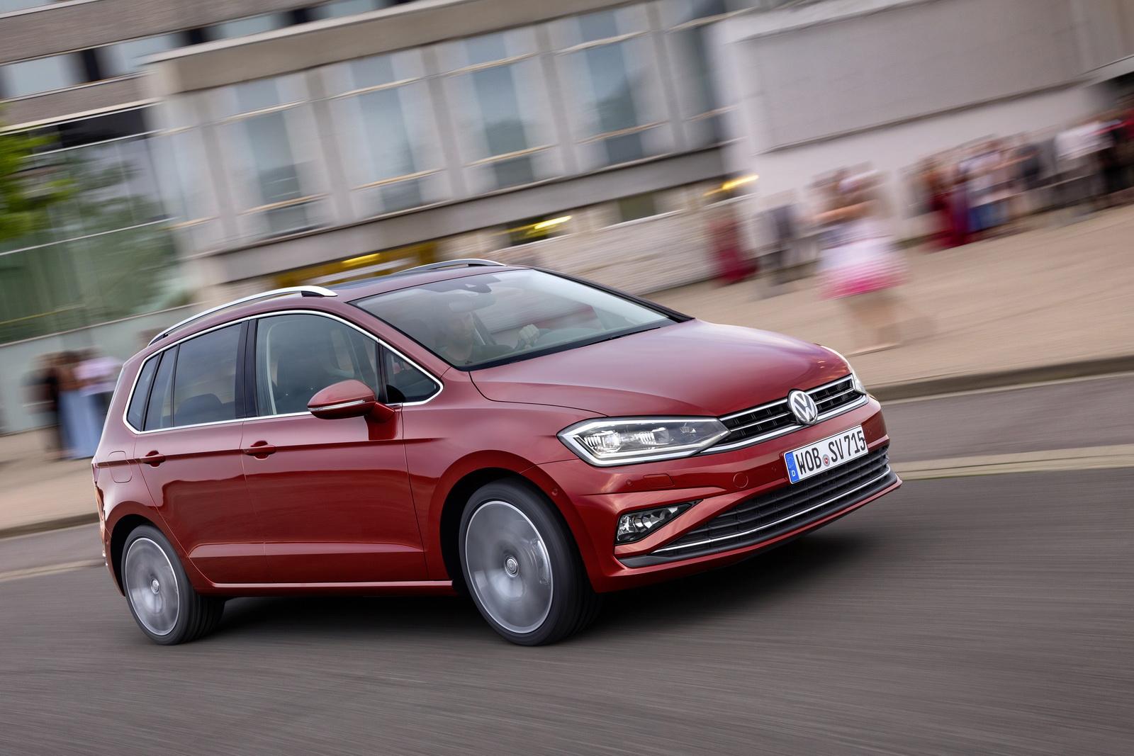 2018_Volkswagen_Golf_Sportsvan_facelift_10