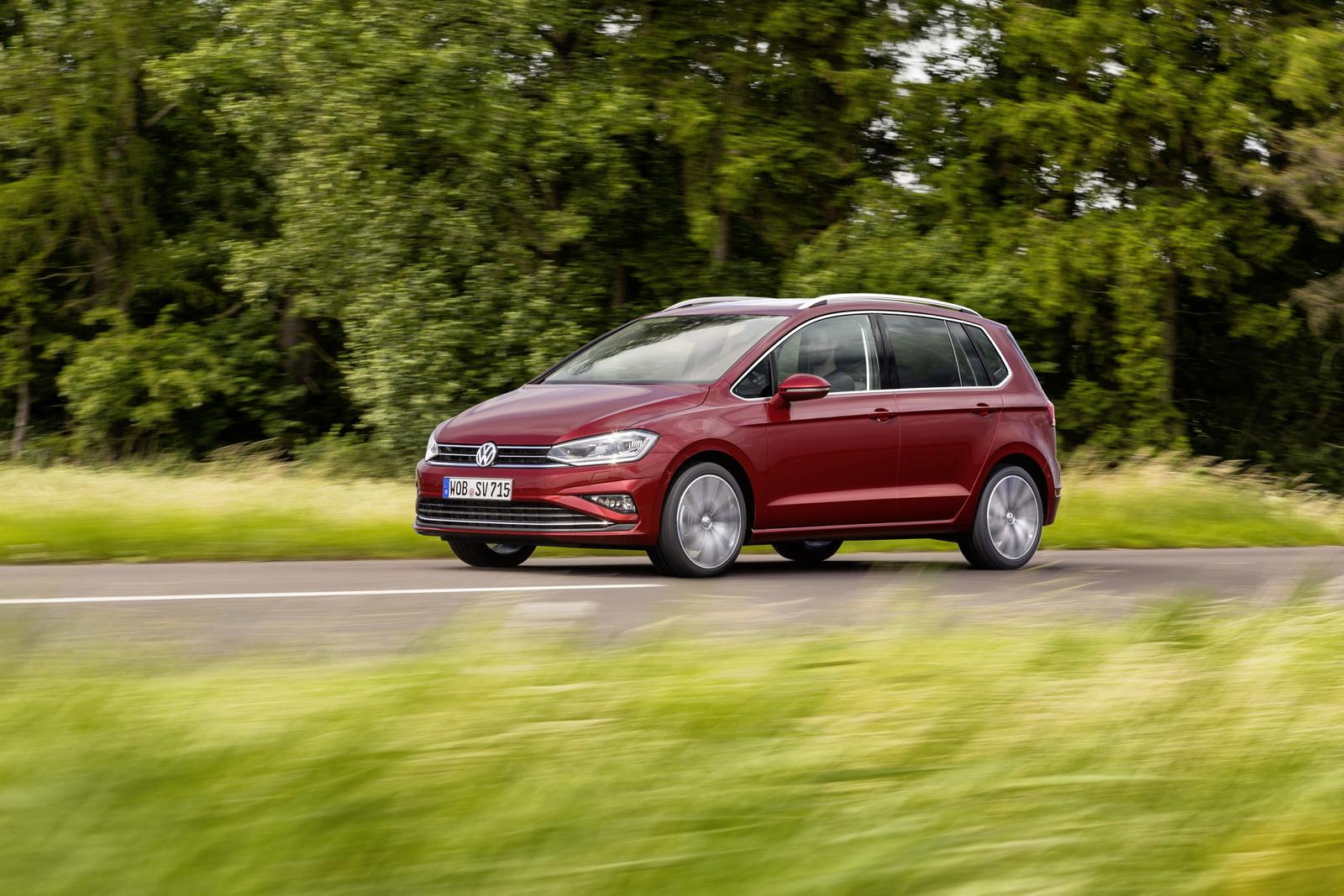 2018_Volkswagen_Golf_Sportsvan_facelift_12