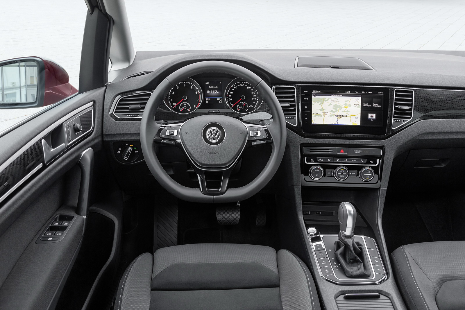2018_Volkswagen_Golf_Sportsvan_facelift_13
