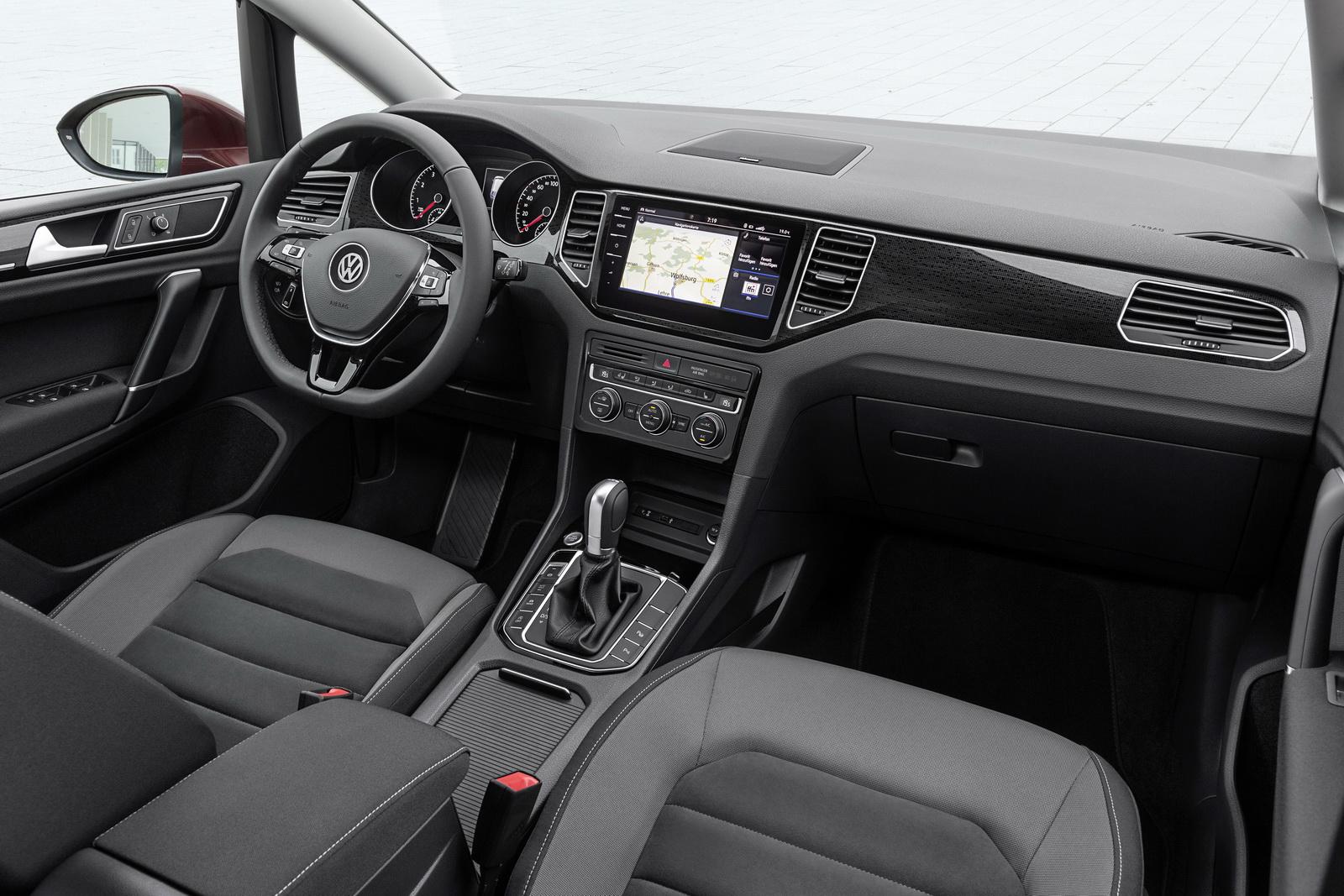 2018_Volkswagen_Golf_Sportsvan_facelift_14