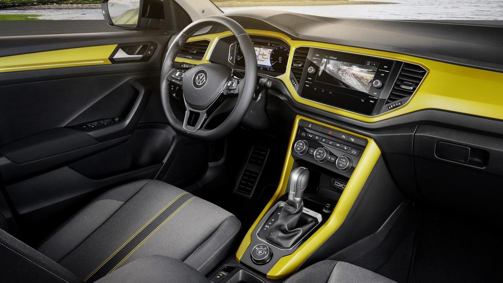 2018_Volkswagen_T-Roc_10