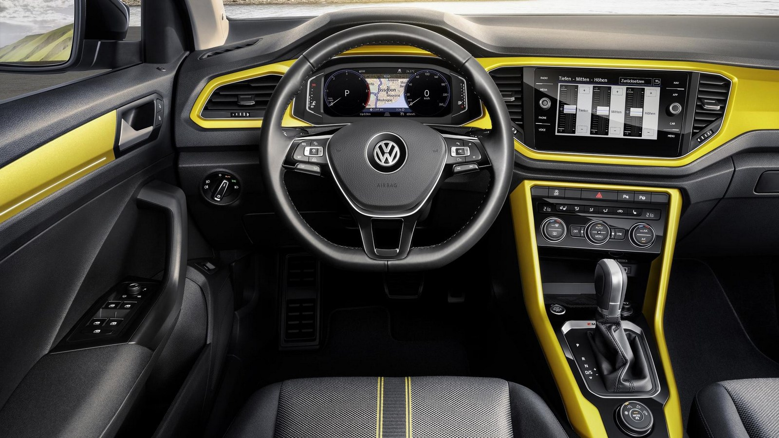 2018_Volkswagen_T-Roc_11