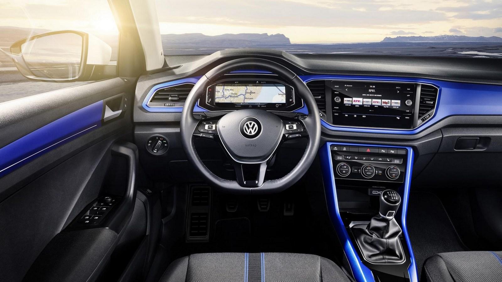 2018_Volkswagen_T-Roc_21