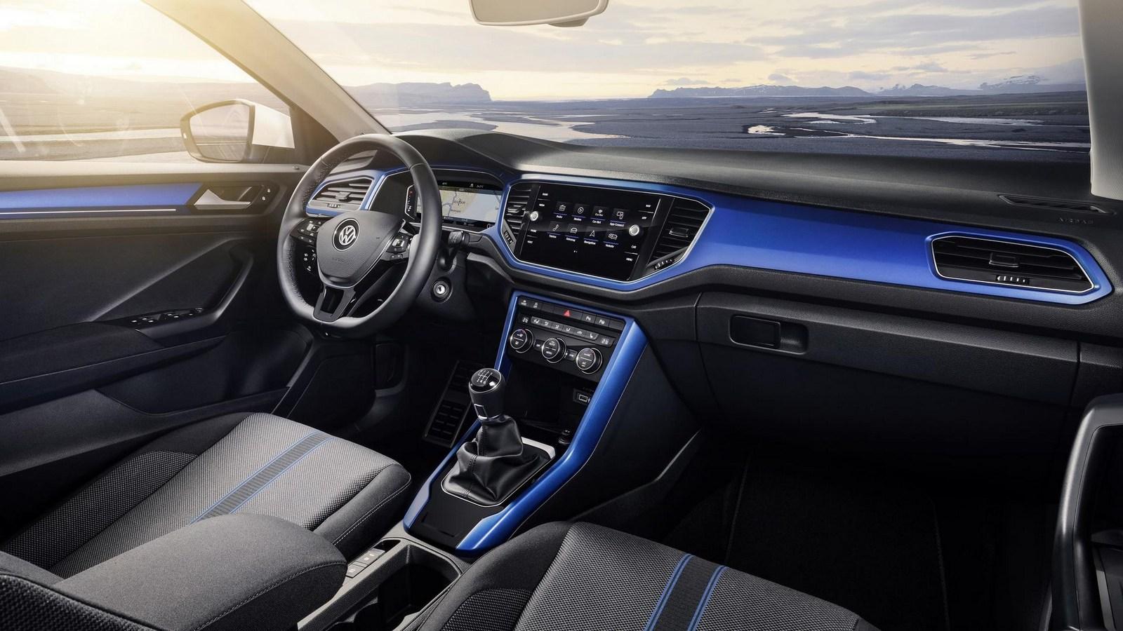 2018_Volkswagen_T-Roc_22