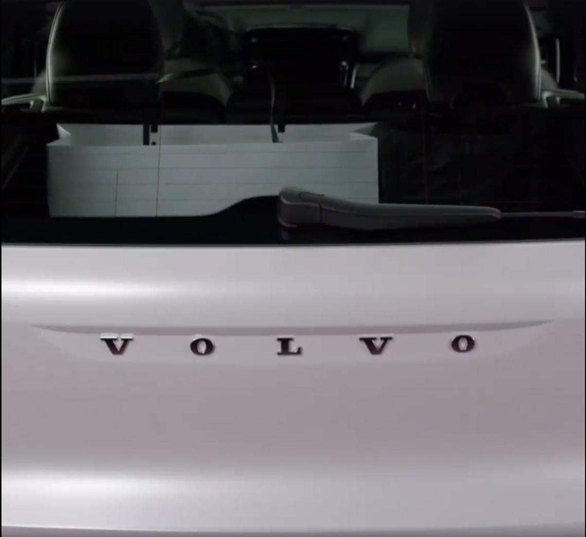 2018_Volvo_XC40_leaked_12