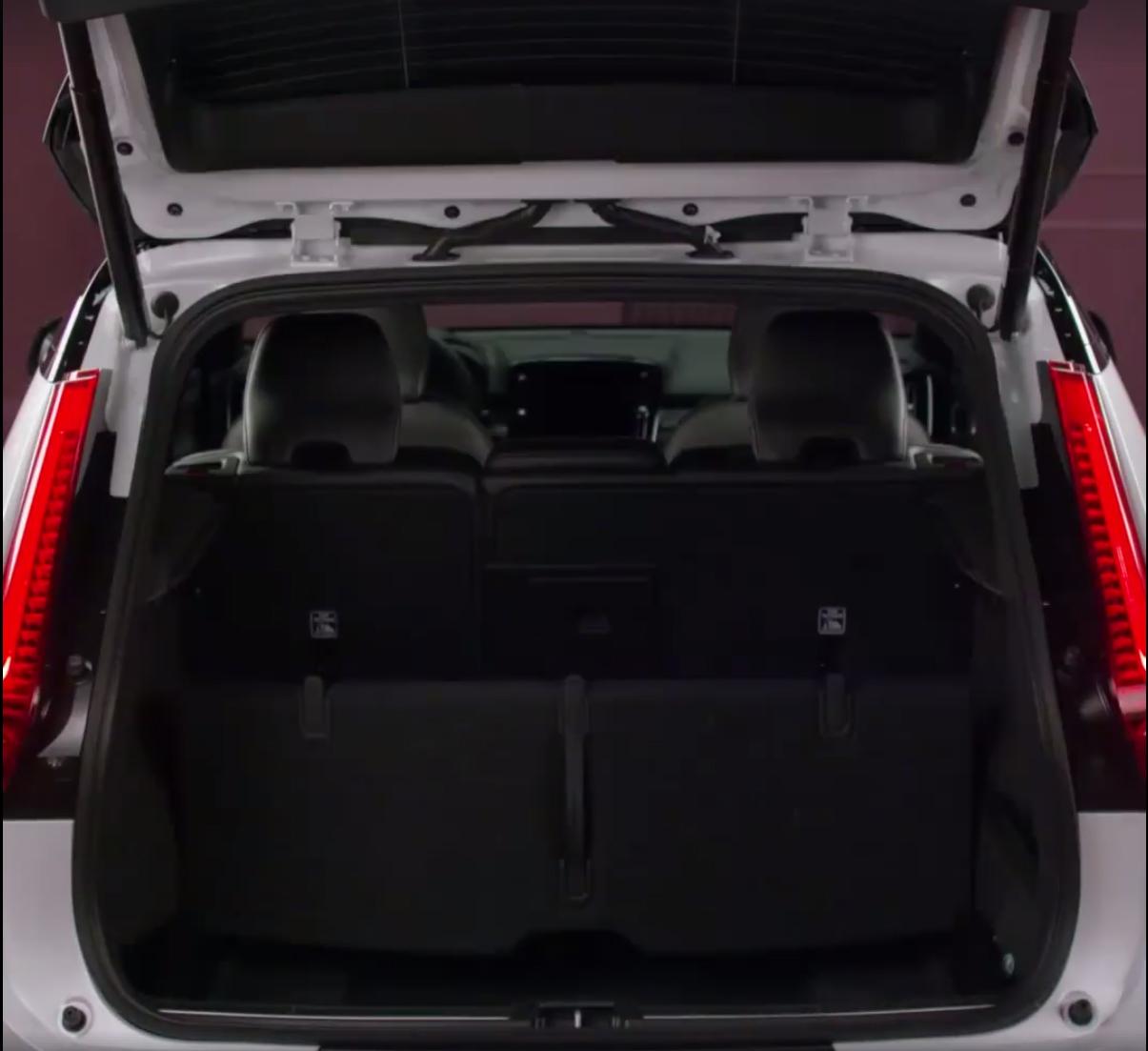 2018_Volvo_XC40_leaked_14