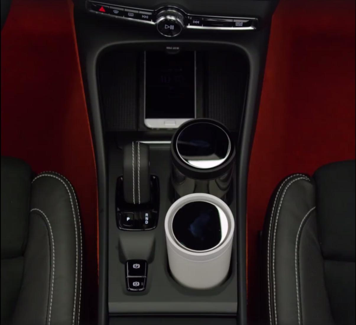 2018_Volvo_XC40_leaked_15