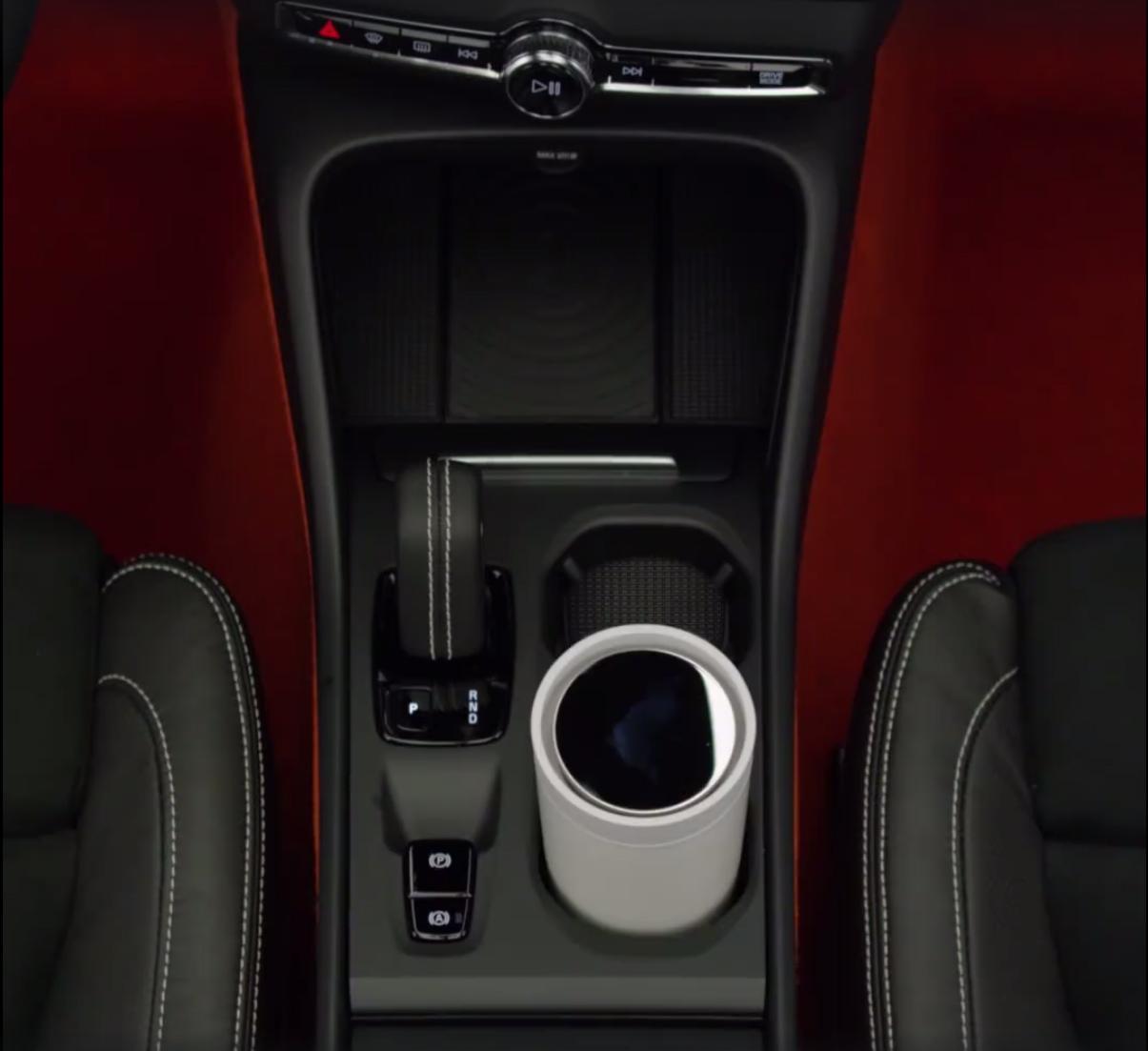 2018_Volvo_XC40_leaked_16
