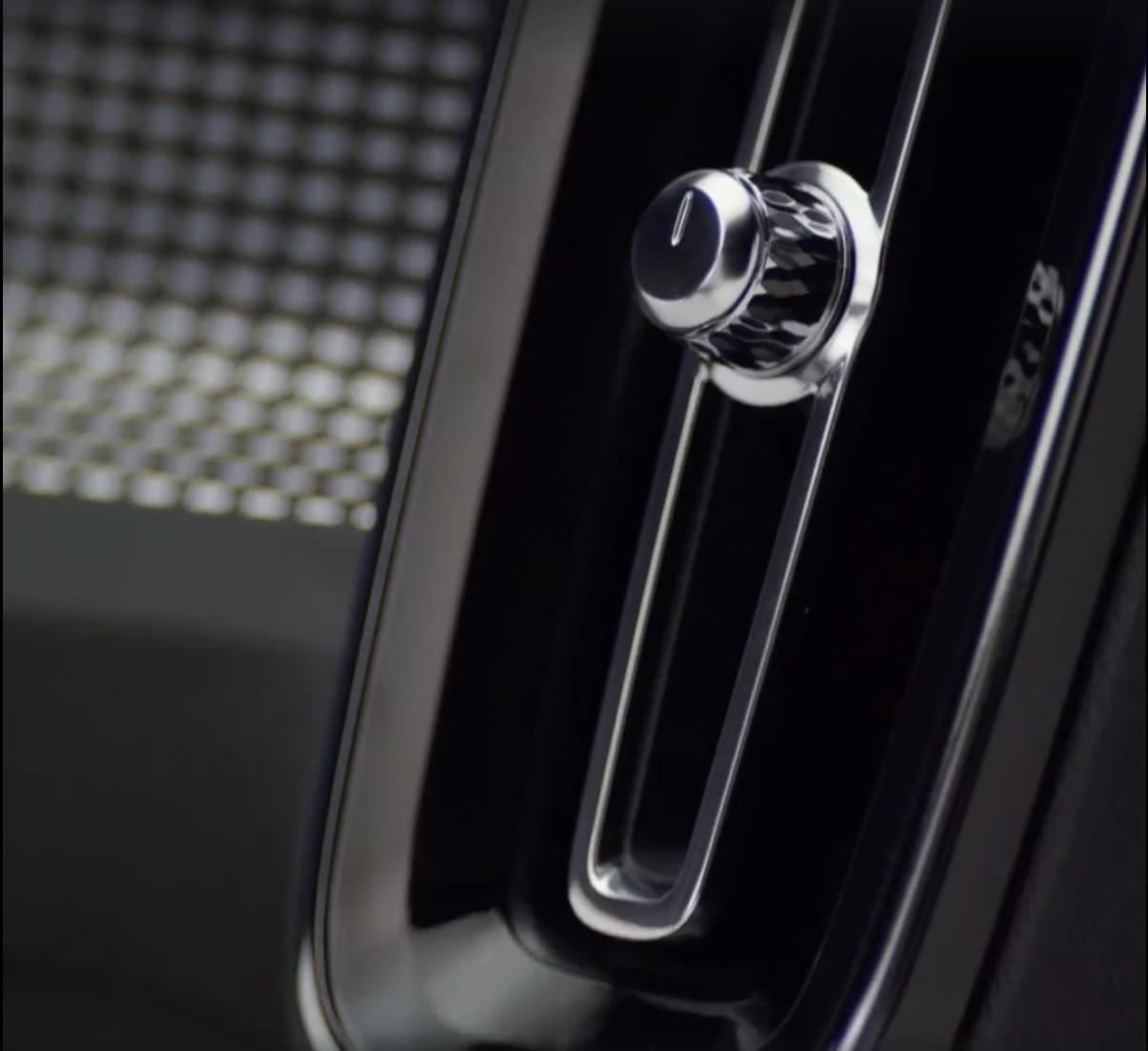 2018_Volvo_XC40_leaked_18
