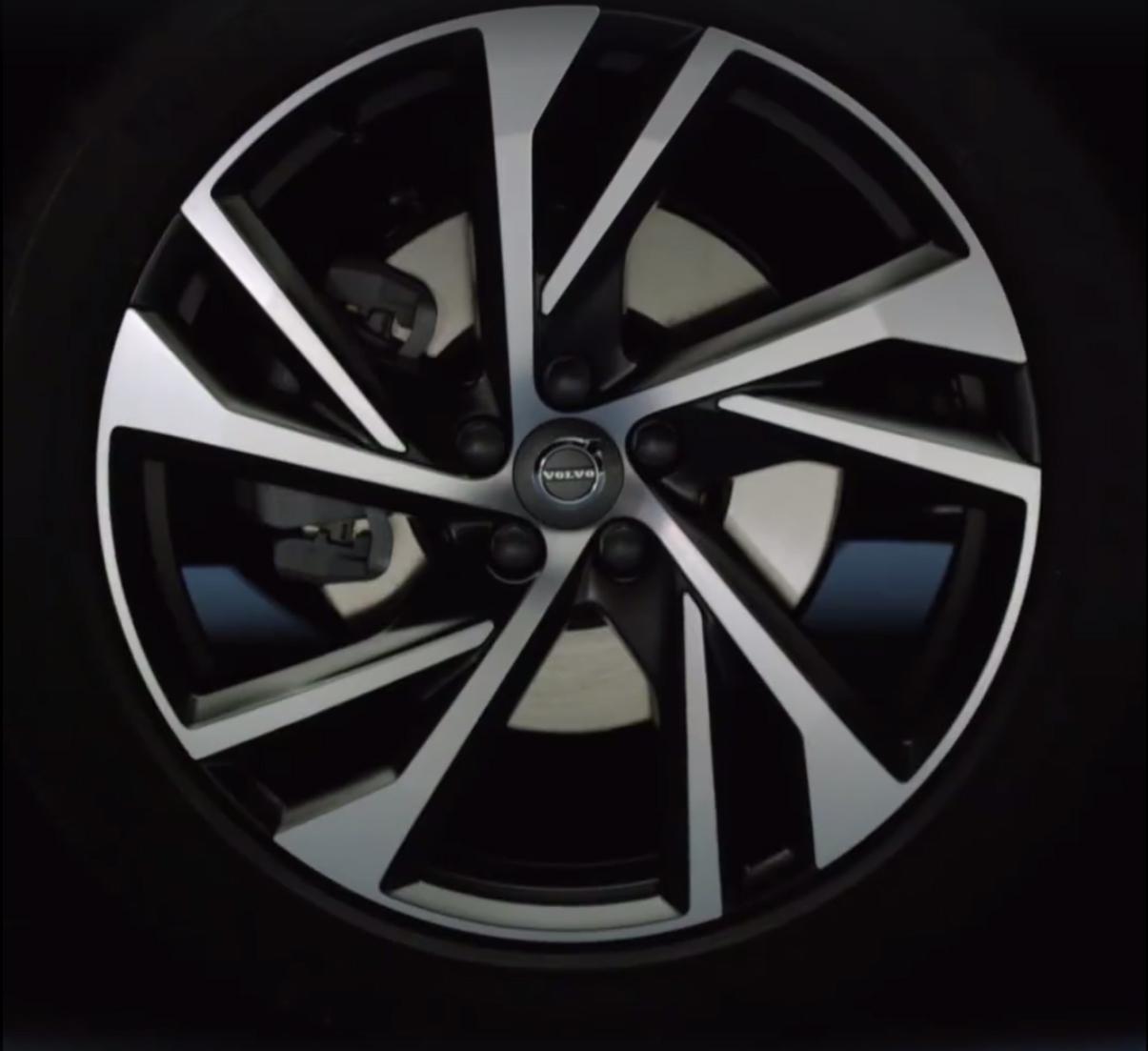 2018_Volvo_XC40_leaked_23