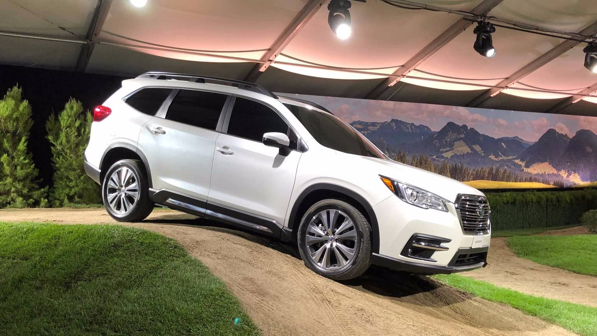 2019_Subaru_Ascent_02