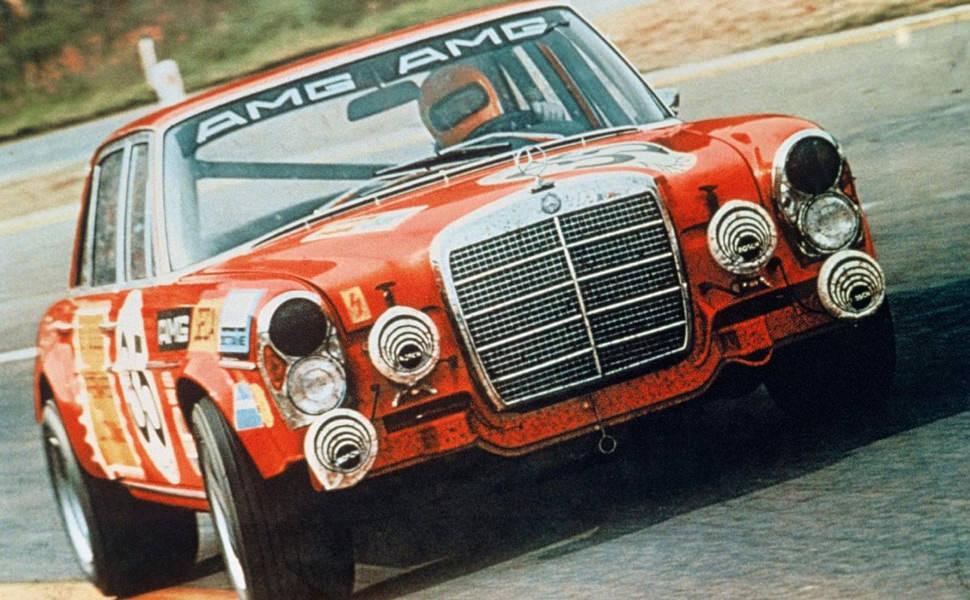 Mercedes-Benz-300-SEL-63-AMG-Gear-Patrol-Ambiance-21